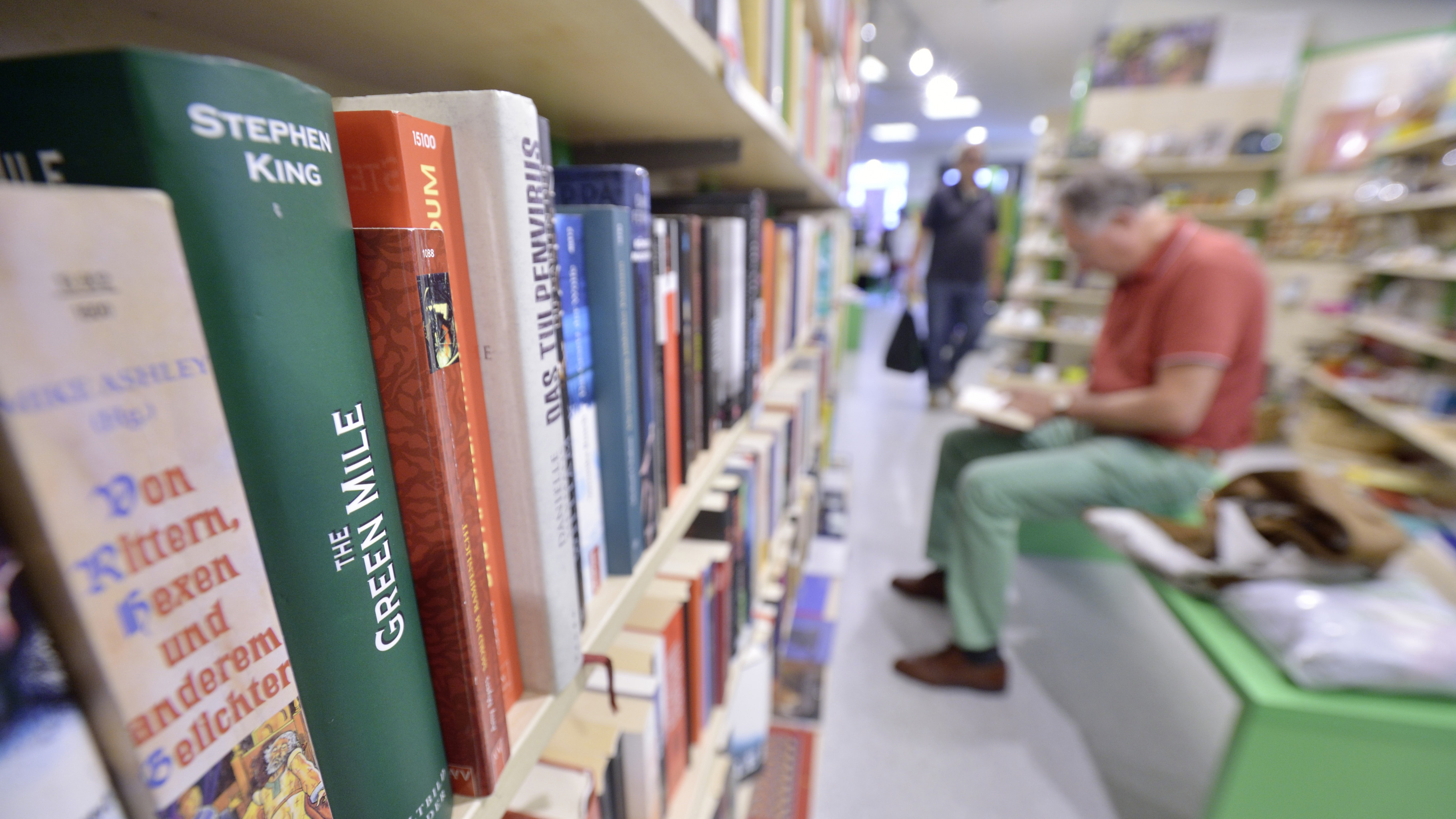 Eine große Auswahl an Büchern gibt es im Oxfam Shop.