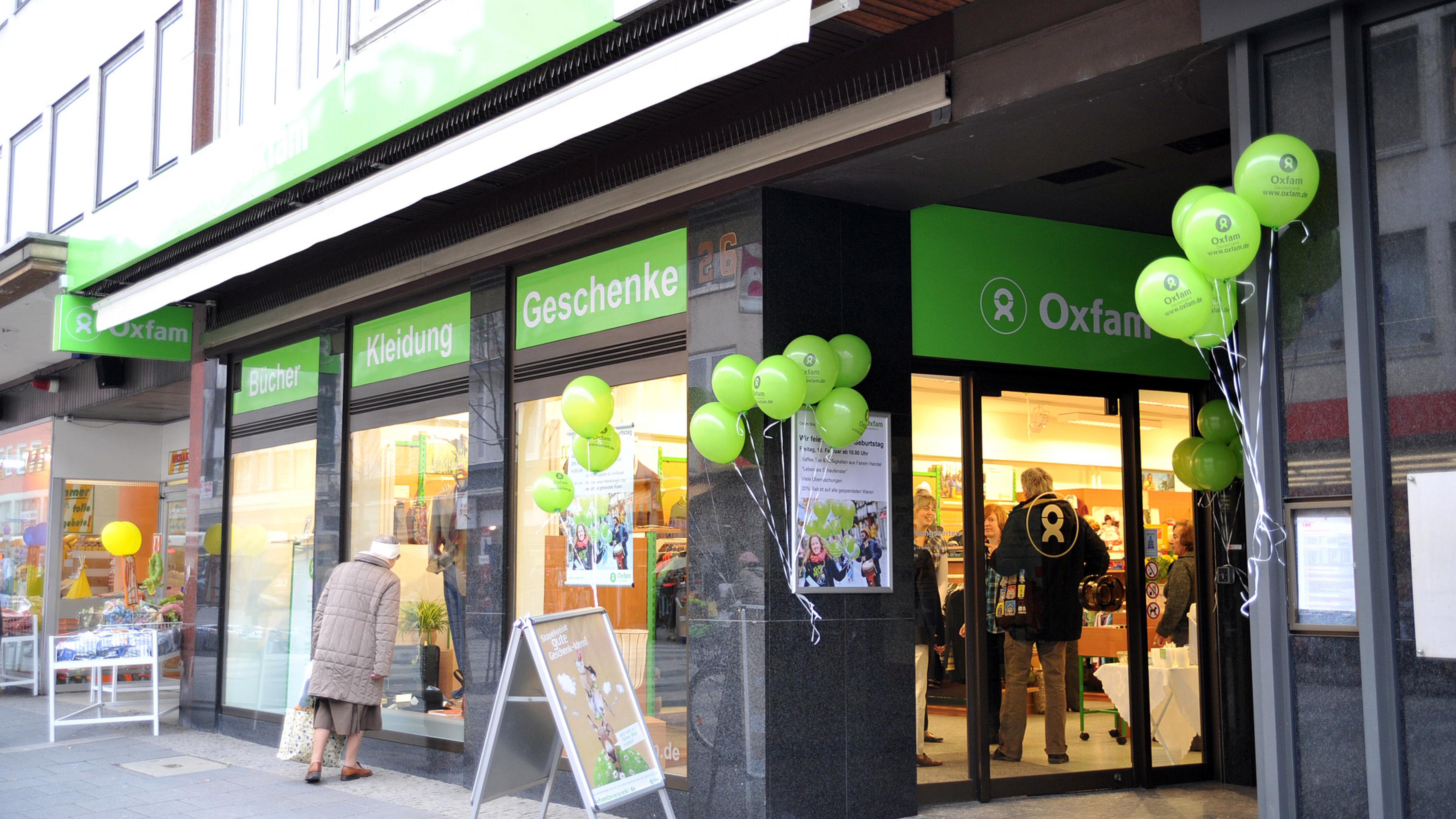 nach 16 jahren f r eine gerechte welt ohne armut oxfam shop erstrahlt in neuem glanz. Black Bedroom Furniture Sets. Home Design Ideas