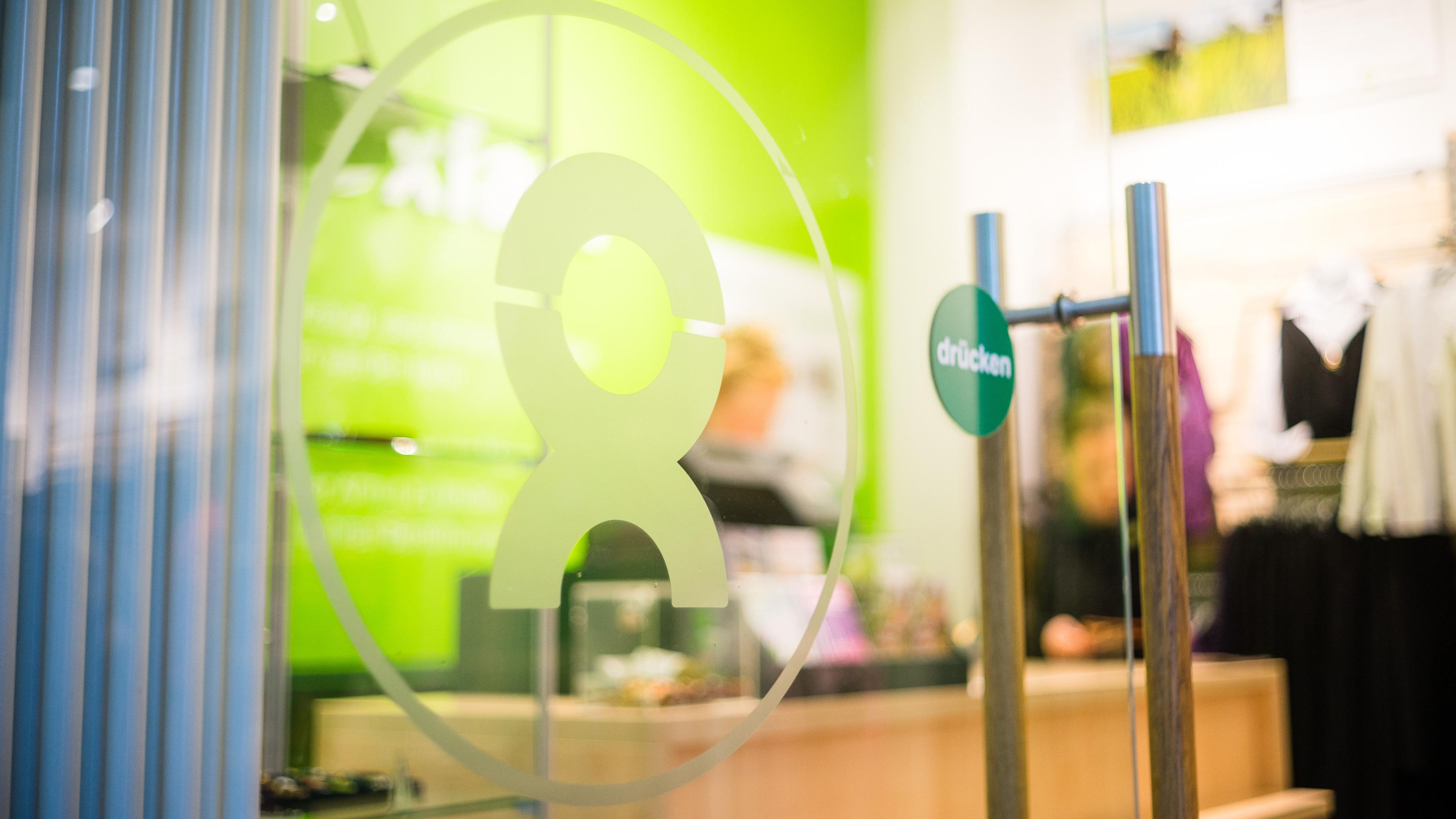 Tür eines Oxfam Shops