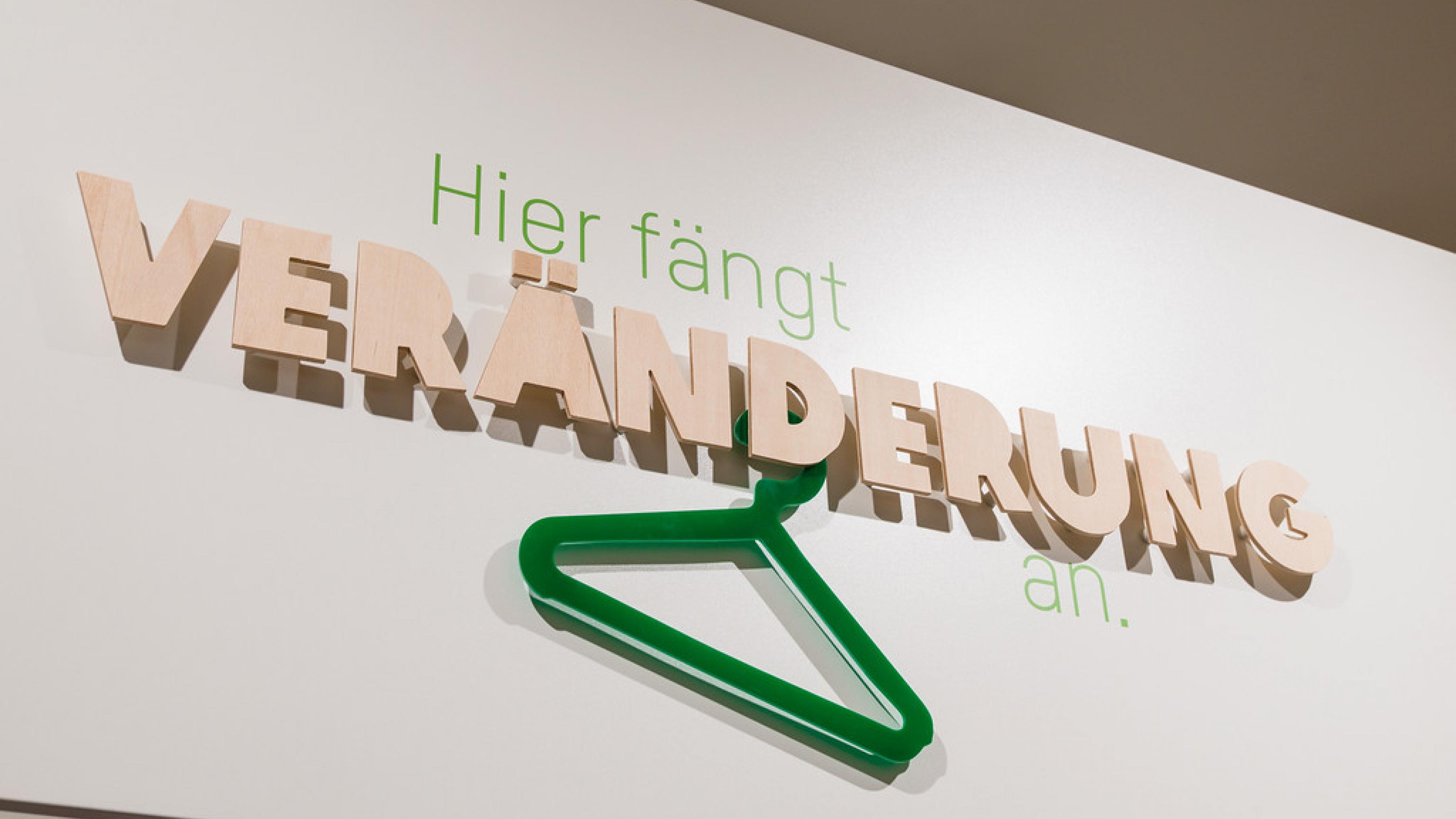 Oxfam Shop Frankfurt-Nordend - Slogan: Hier fängt Veränderung an