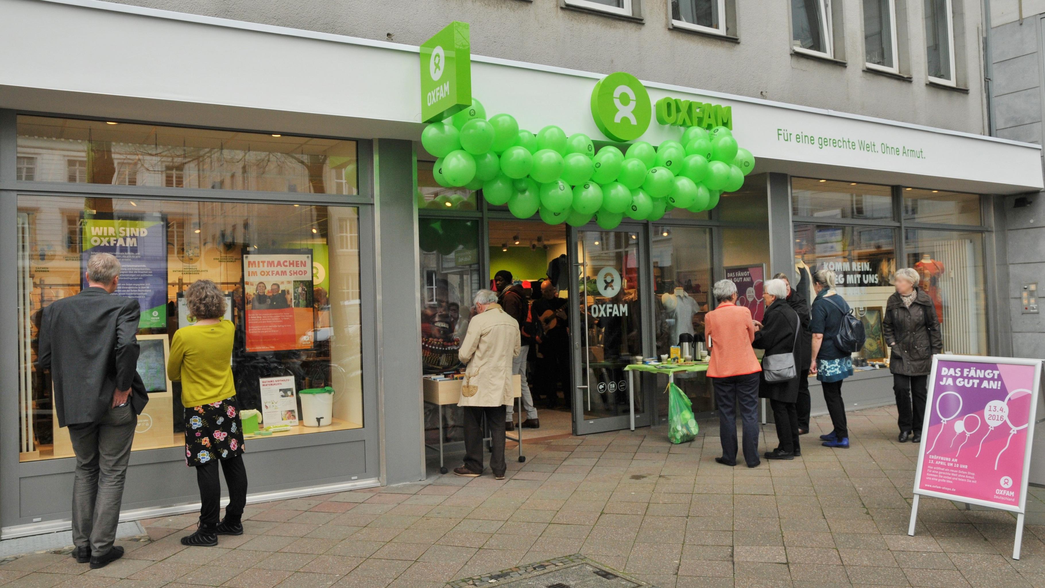 Oxfam Shop Aachen bei der Eröffnung vor fünf Jahren (2016)