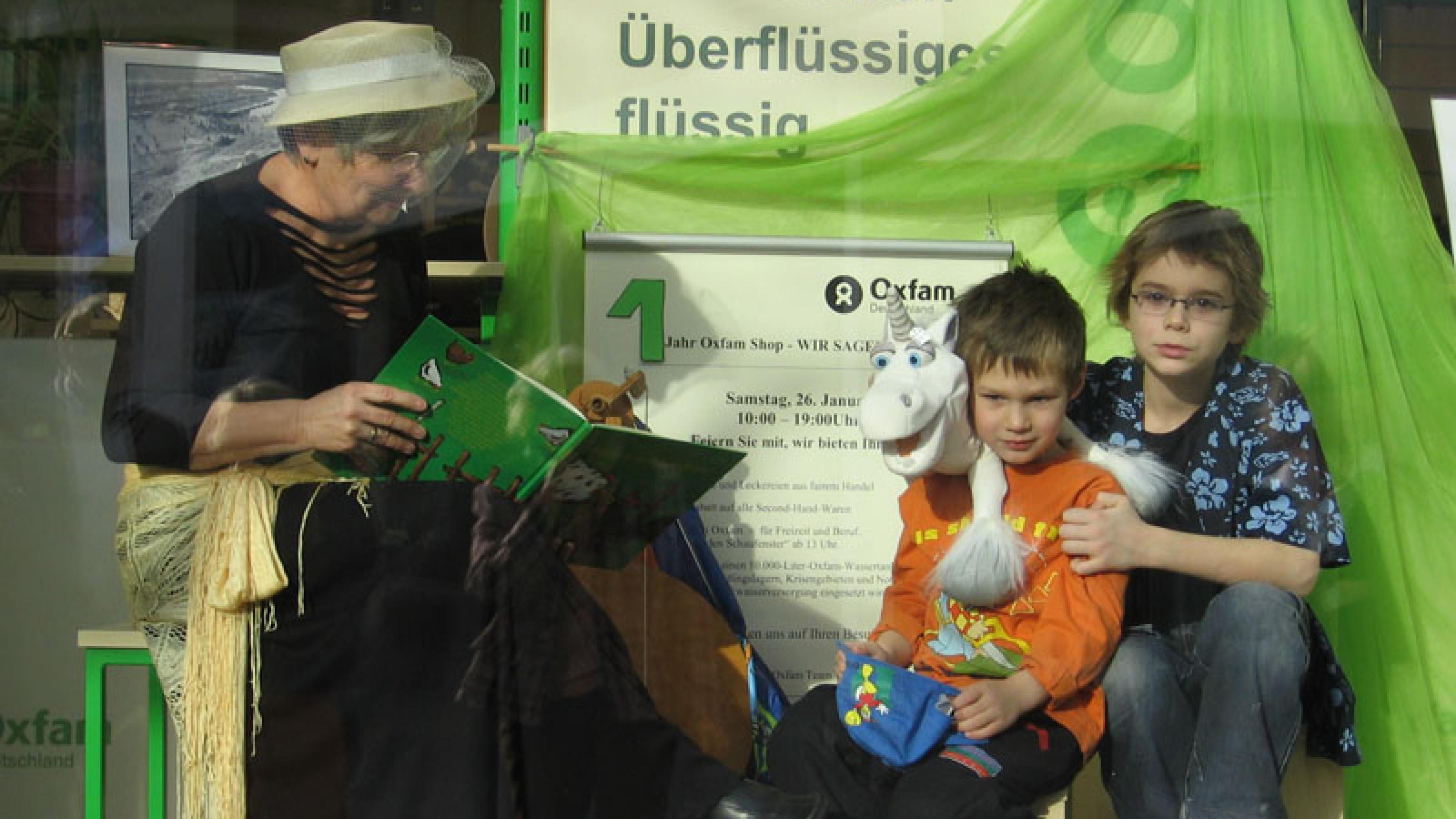 Oxfam Shop Braunschweig - Lebendiges Schaufenster