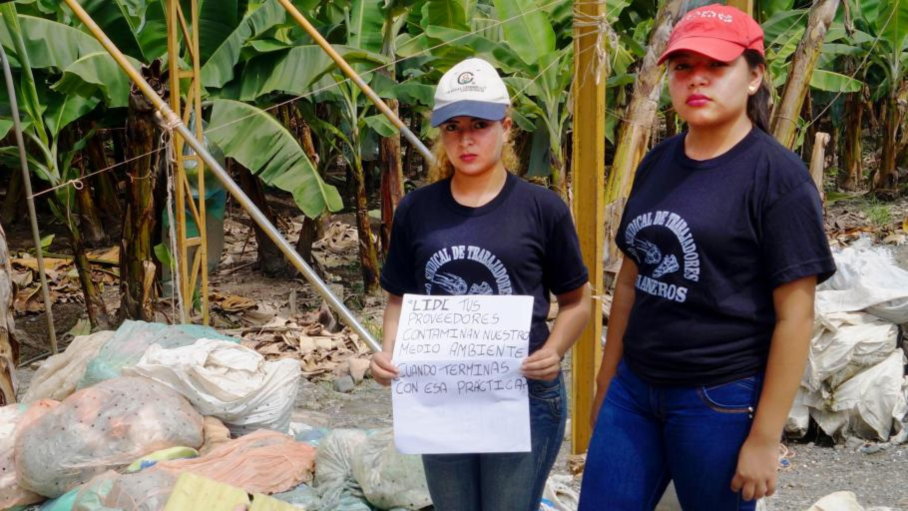 Suli und Emy aus Ecuador haben auf Plantagen, die Lidl beliefern, mit Arbeiter/innen gesprochen.