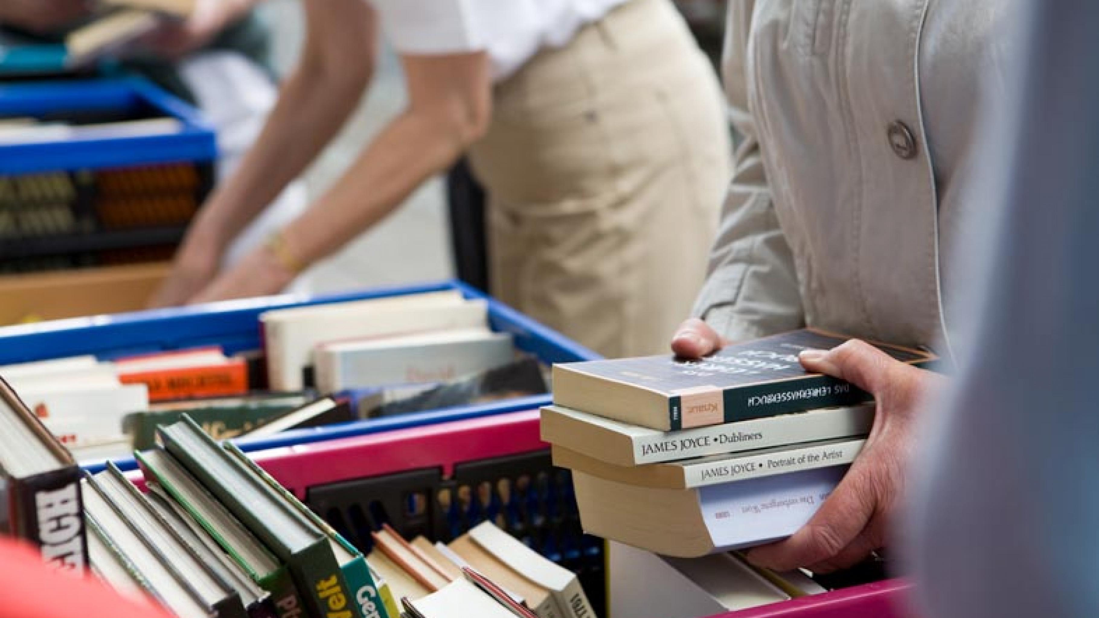 Oxfam Shop Bremen - Bücher-Verkaufsaktion