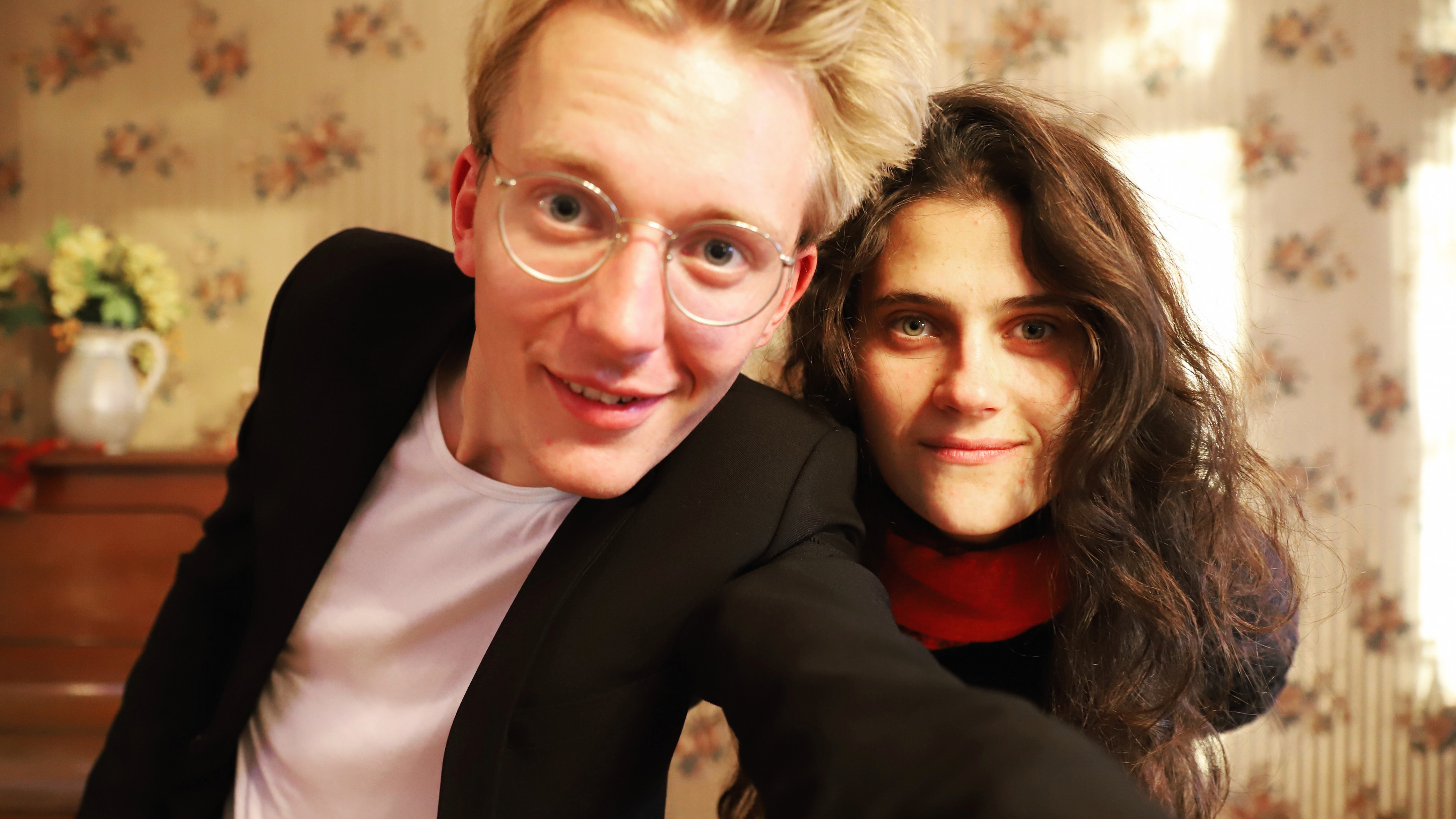 Duo Viktoria spielt bei der Eröffnung des neuen Oxfam Shops Berlin-Kreuzberg