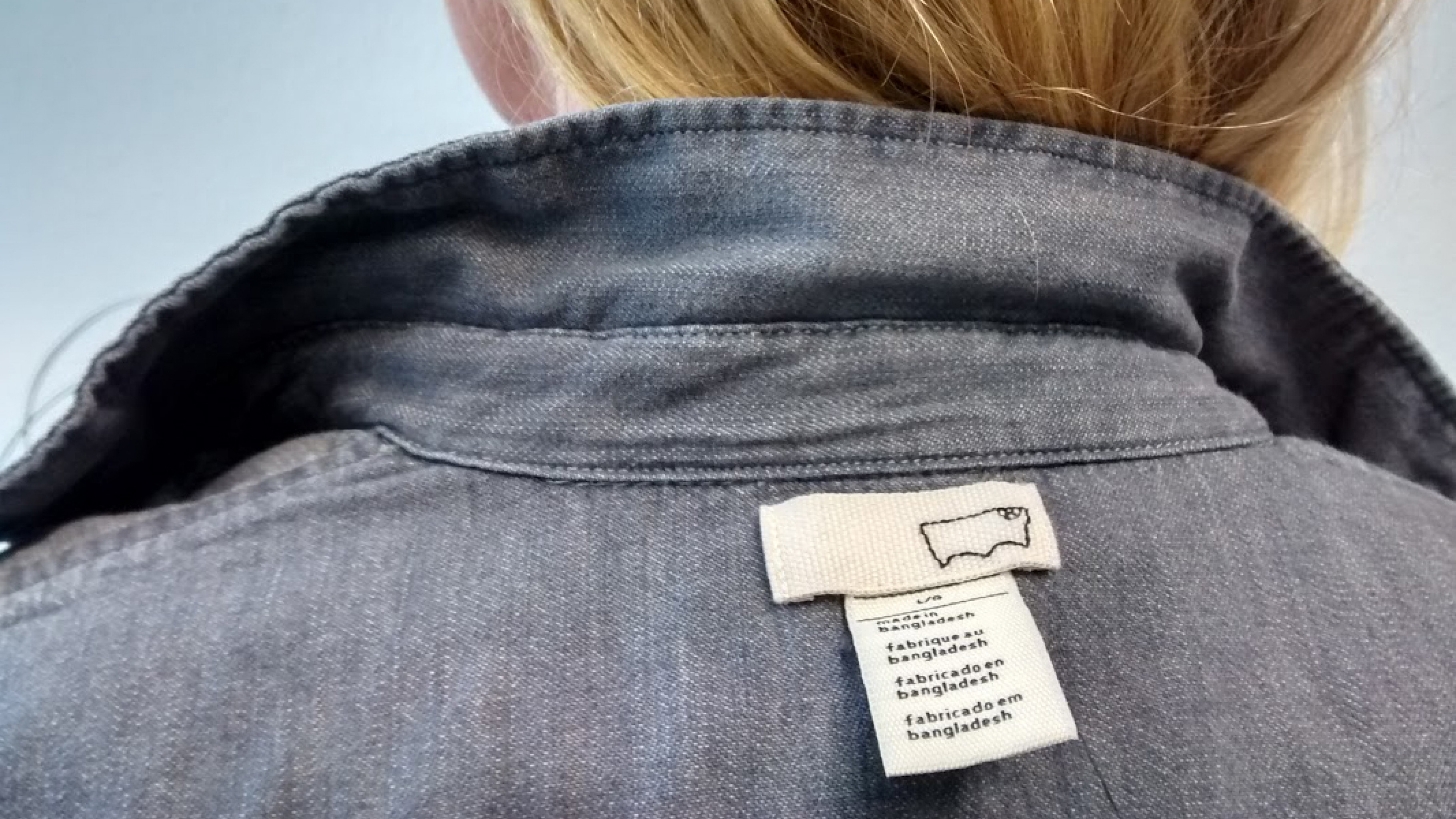 Who made my clothes? Am Fashion Revolution Day tragen viele ihre Kleidung auf links.