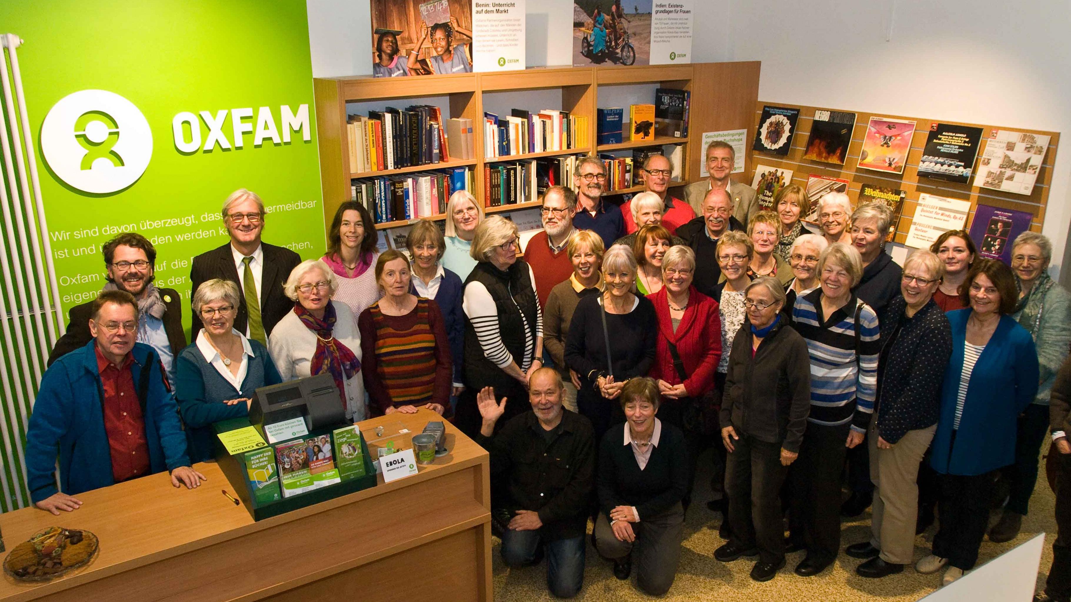 15 Jahre Oxfam Buchshop Darmstadt - Team und OB Jochen Partsch