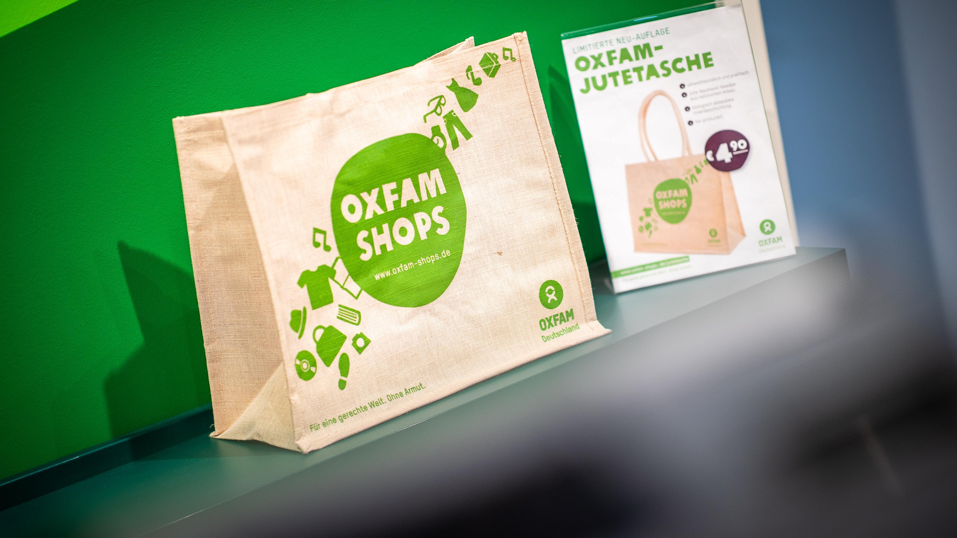 Die neue Oxfam-Jutetasche gibt es in jedem Oxfam Shop.