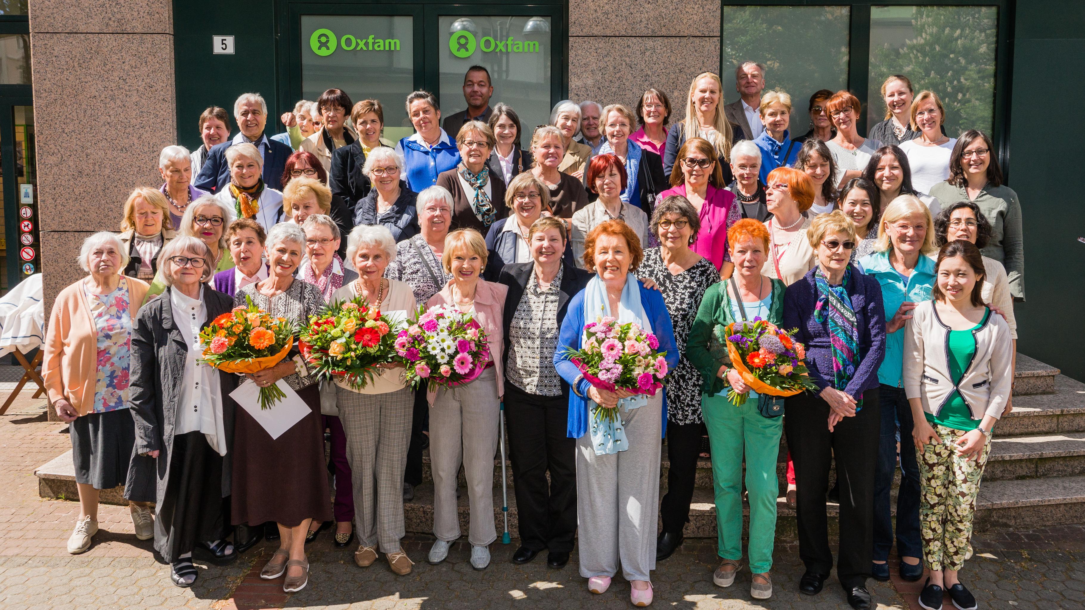 Oxfam Shop Frankfurt-Bornheim - Ehrenamtliche beim 20. Shop-Geburtstag 2015