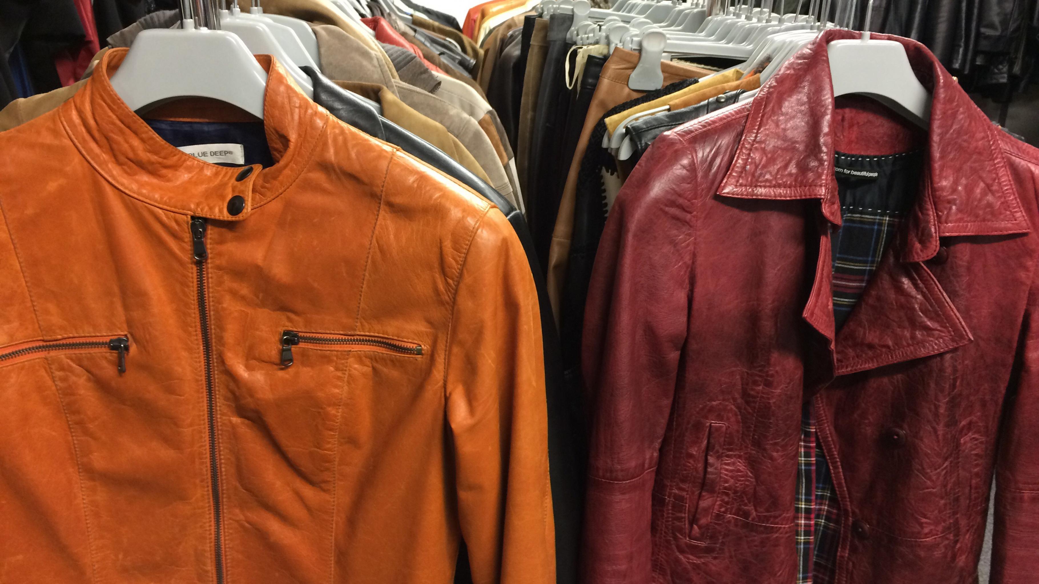 Leder-Sachen gibt es günstig im Oxfam Shop.