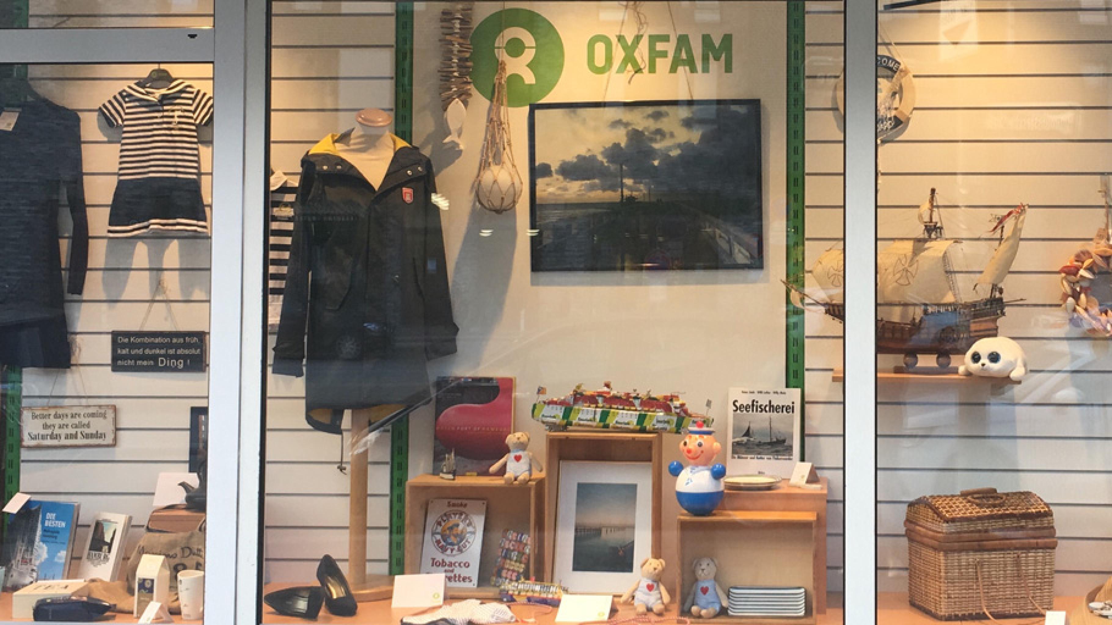 Maritimes Schaufenster im Oxfam Shop