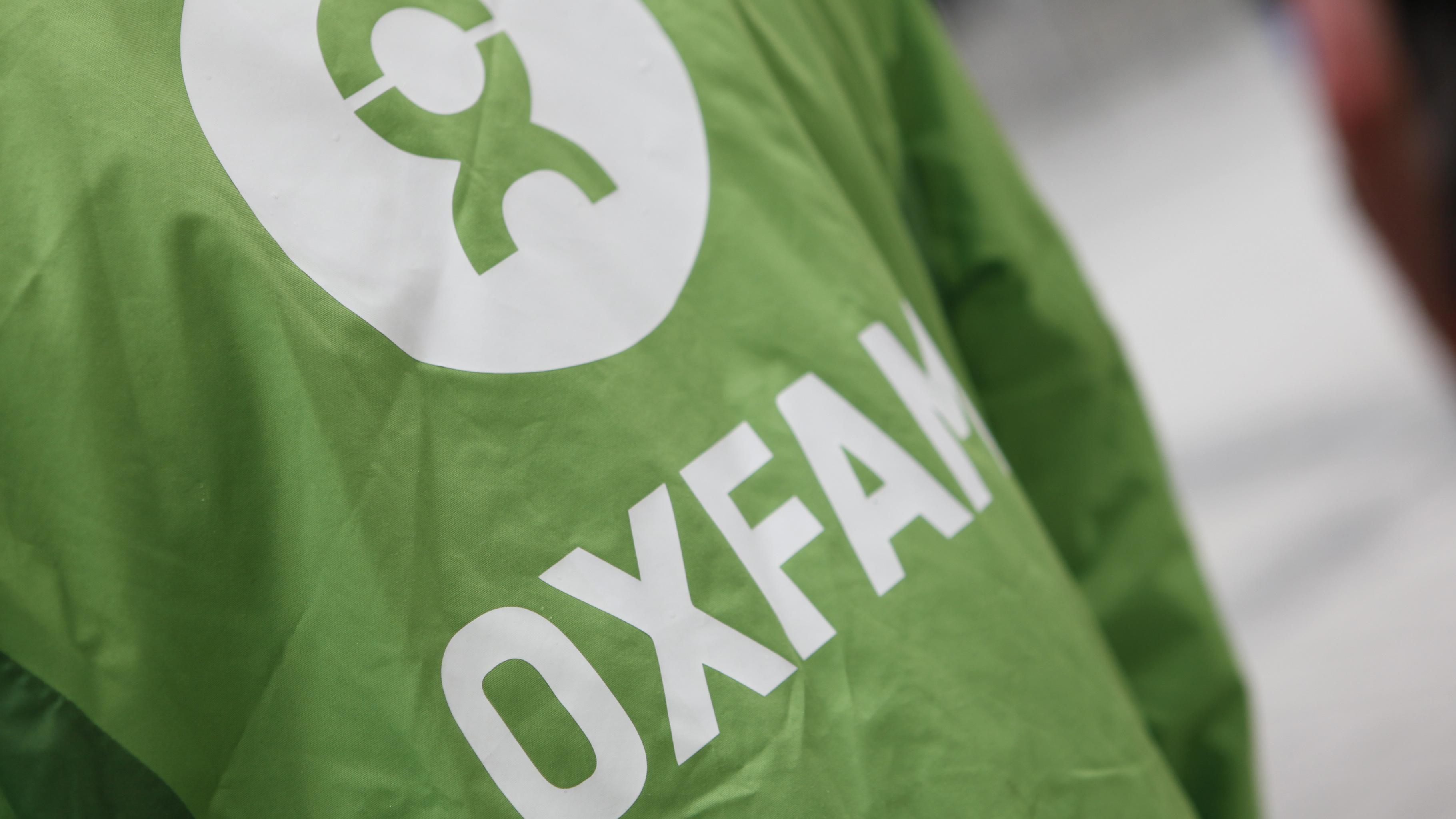 Oxfam-Logo auf einer Jacke