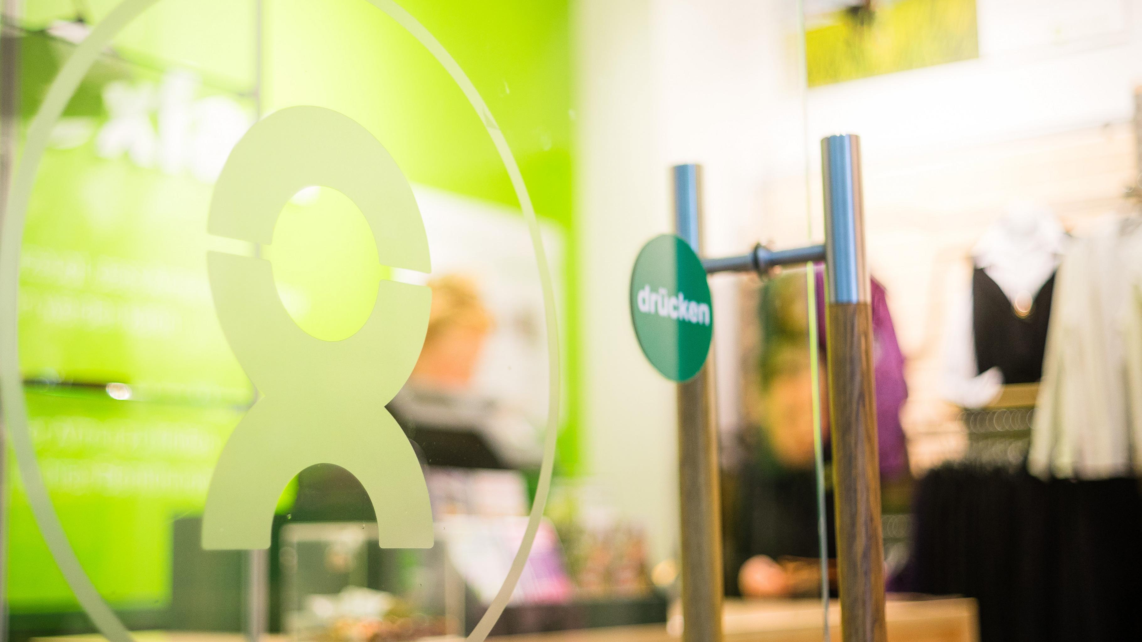 Hereinspaziert: Eingang eines Oxfam Shops