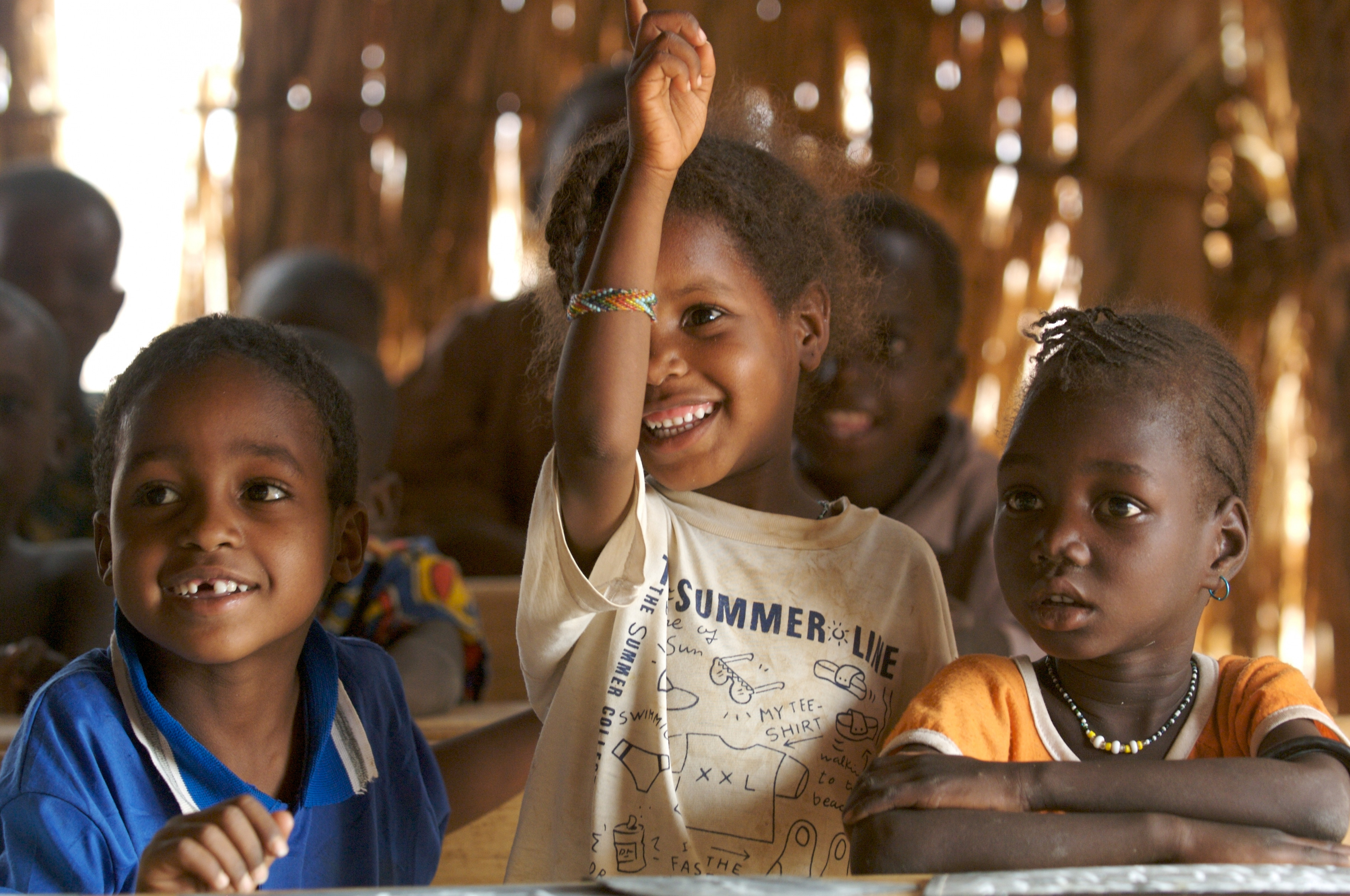 Schule auf dem Wochenmarkt in Benin