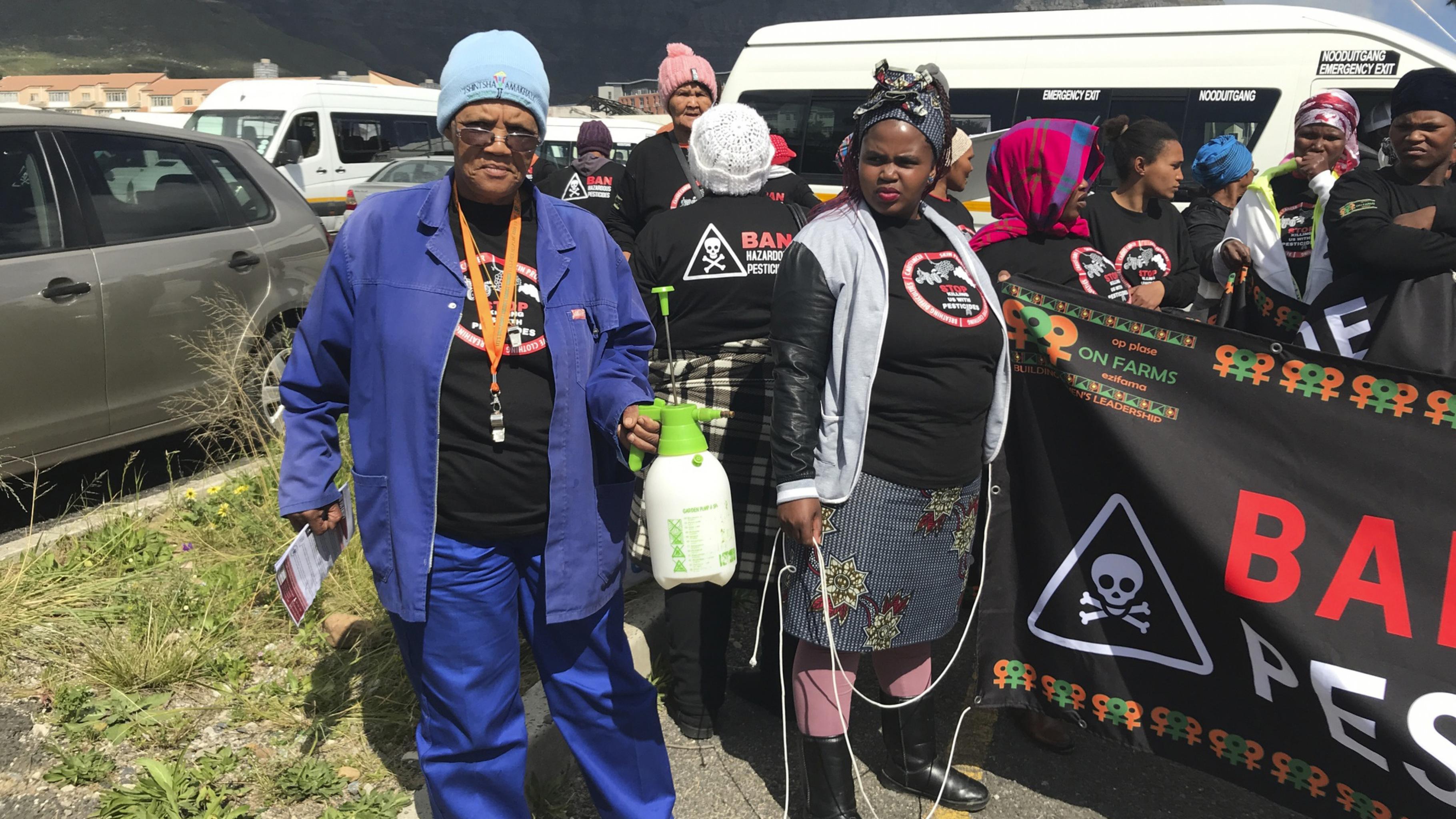 Auntie Ding (Magrieta Prins, links) und die Aktivistinnen von WFP beim Auftakt zum March