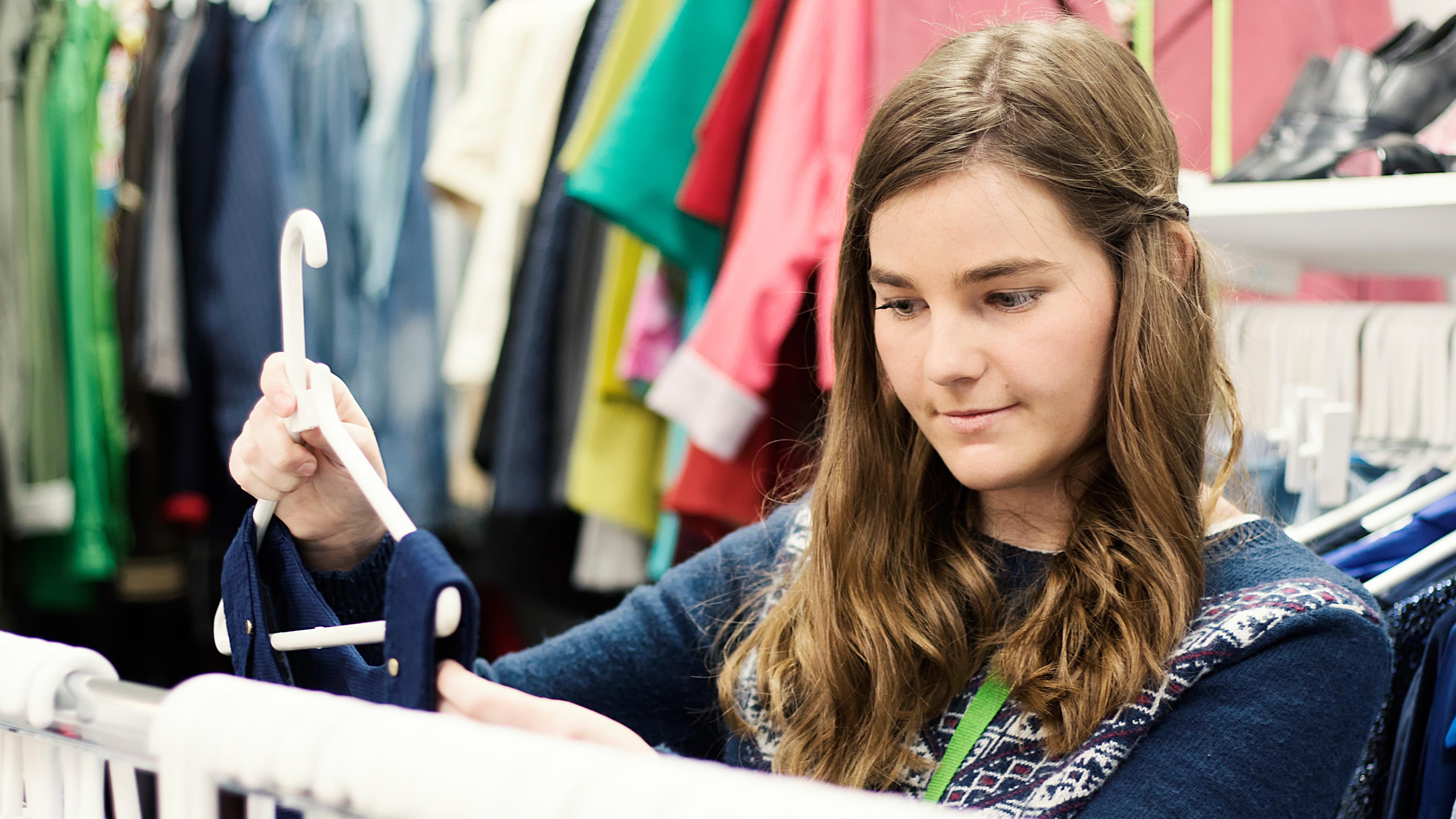 Einkaufen im Oxfam Shop