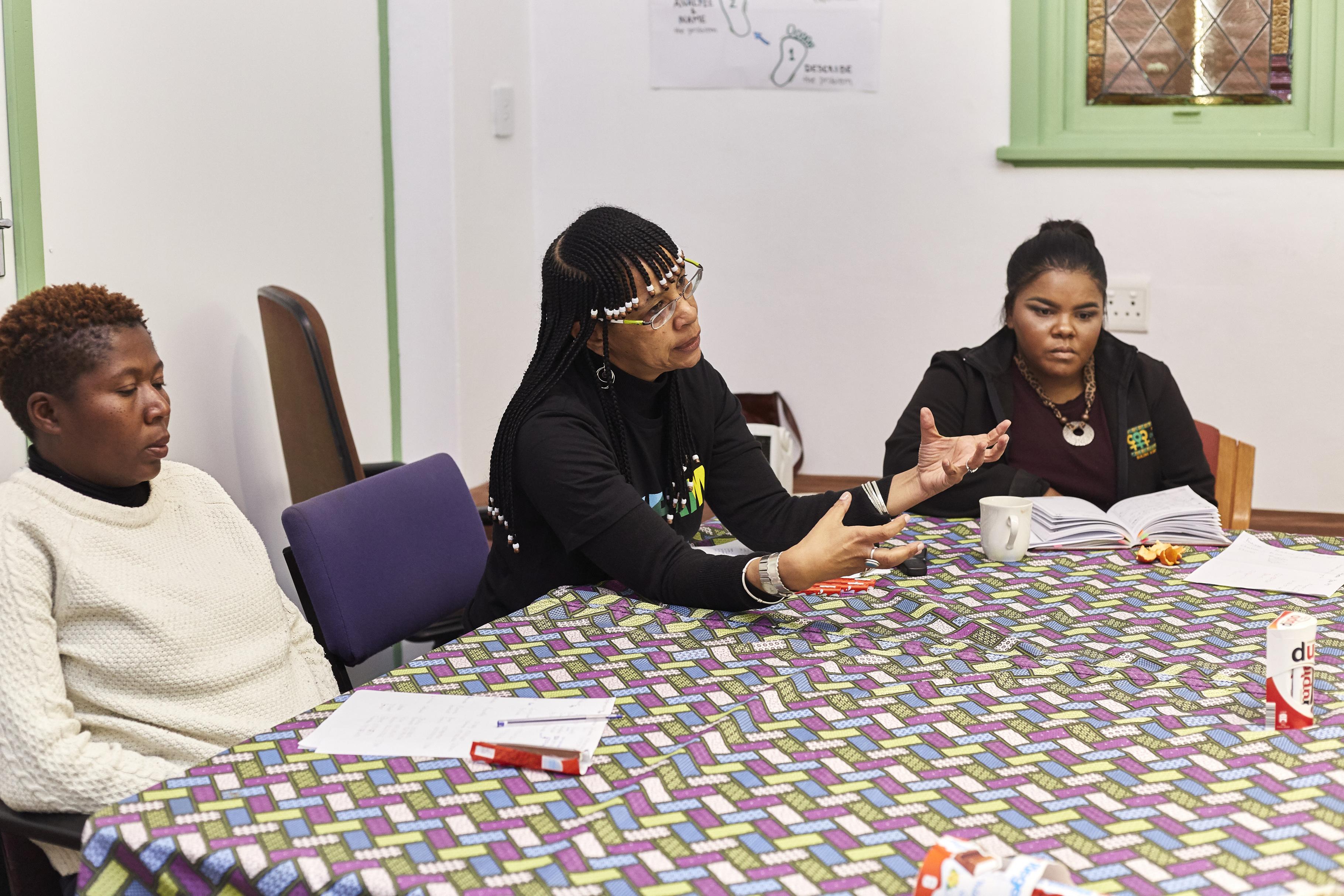 Bongeka Ntshweza, Colette Solomon und Roseline Engelbrecht (v.l.) im Büro von WFP