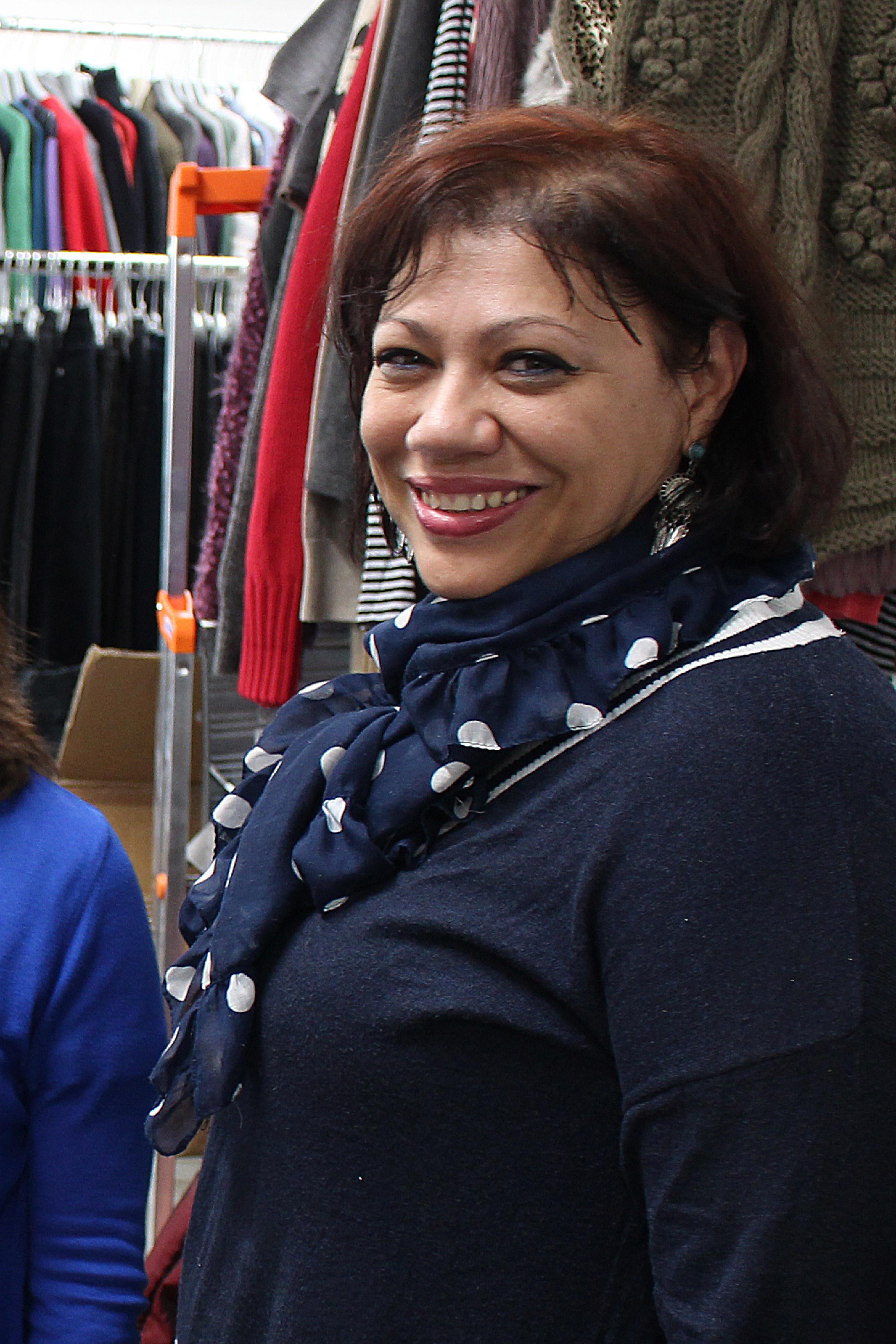 Die Südafrikanerin Lucille Dill-Bowers, 47, gehört seit Beginn an zum ehrenamtlichen Team des Oxfam Shop Essen und freut sich mit rund 40 Kolleg/innen auf die Eröffnung.