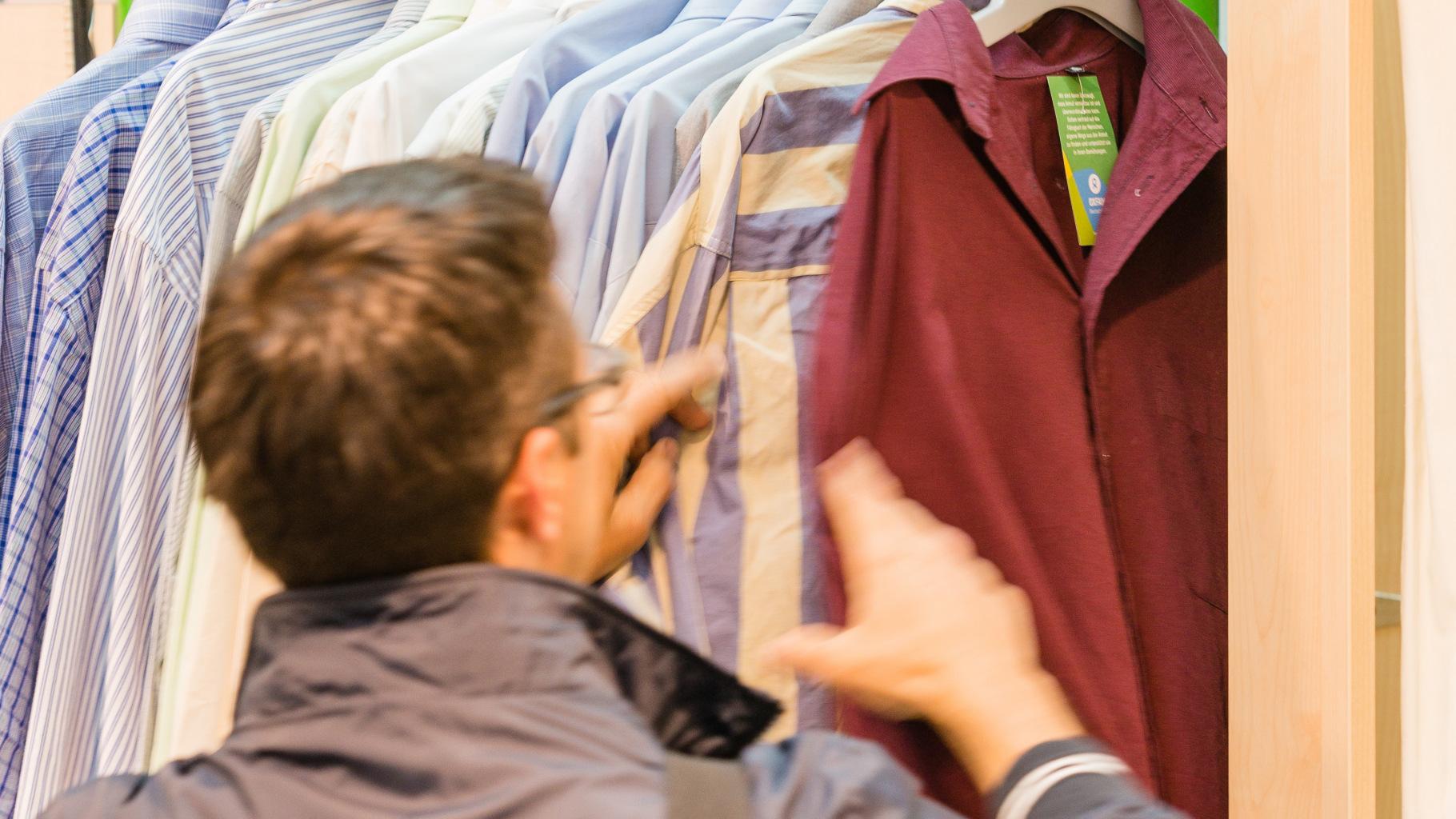 Herren-Hemden gibt es günstig im Oxfam Shop