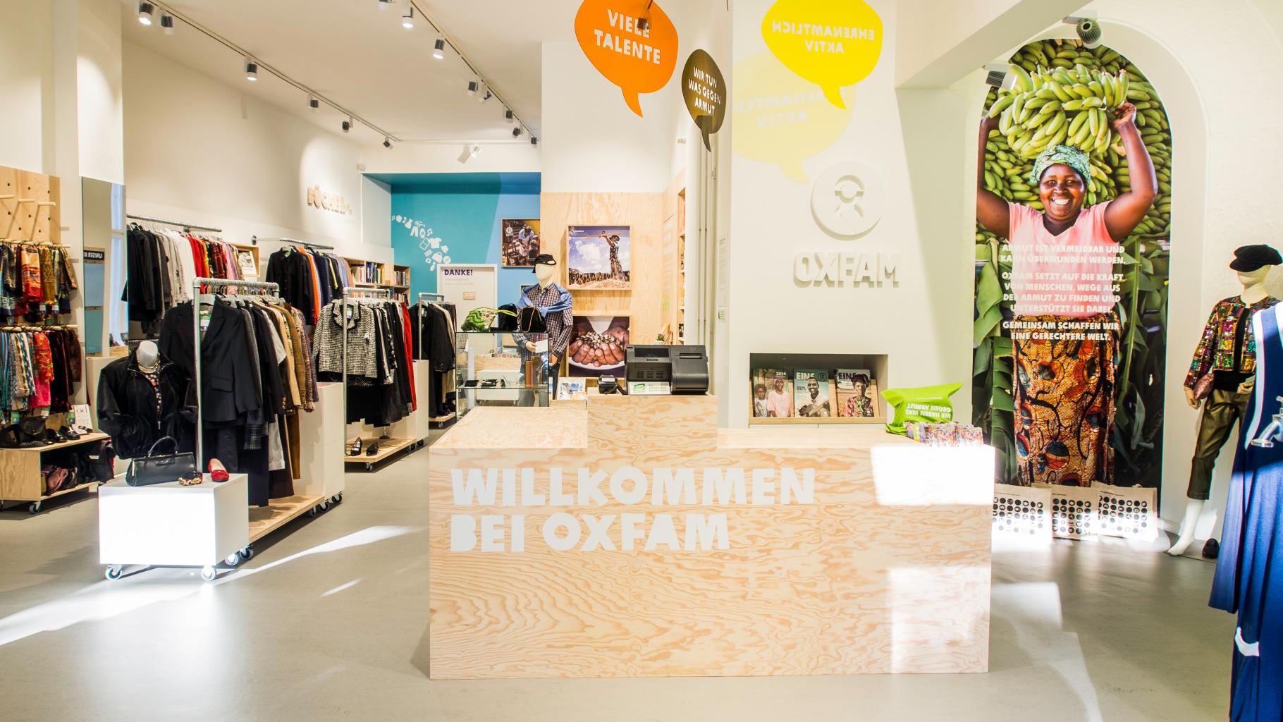 Blick in einen Oxfam Shop