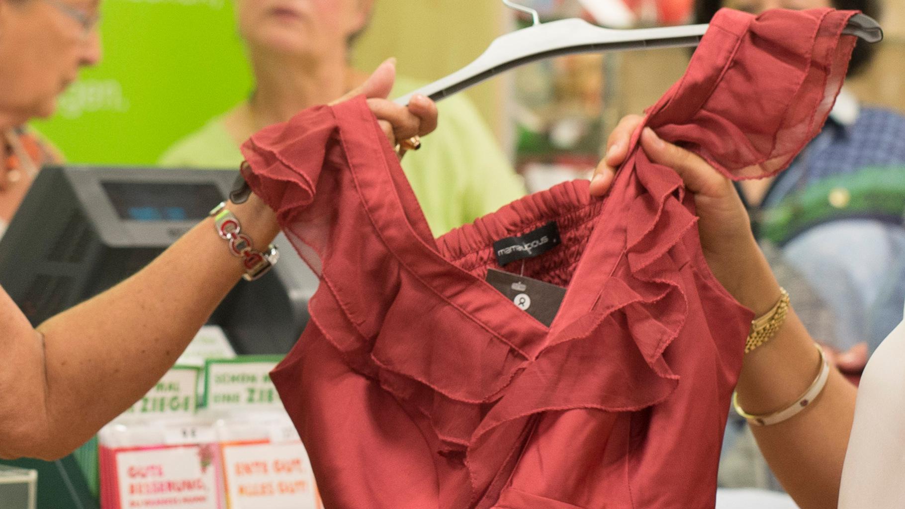 Sommerkleider gibt es im Oxfam Shop