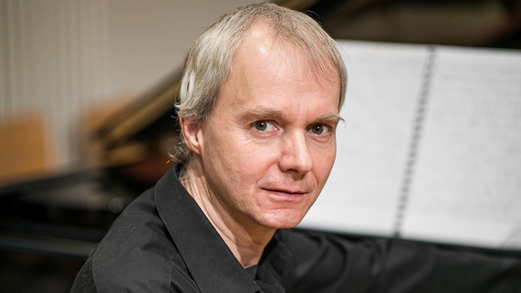 Porträt von Roland Vossebrecker, Pianist und Komponist.