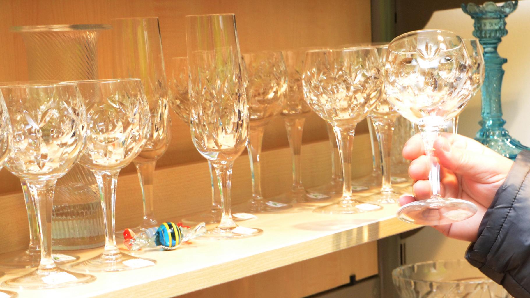 Gläser mit Pflaumecken