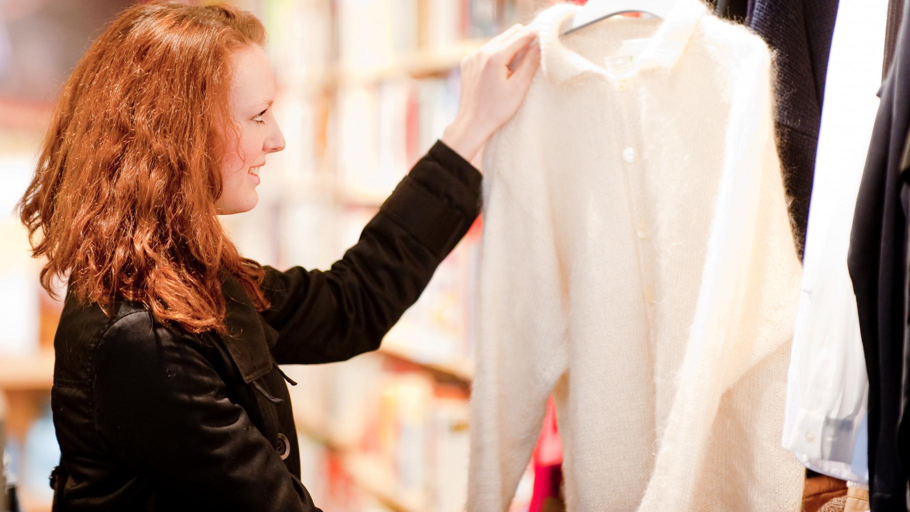 Pullover gibt es in großer Auswahl im Oxfam Shop