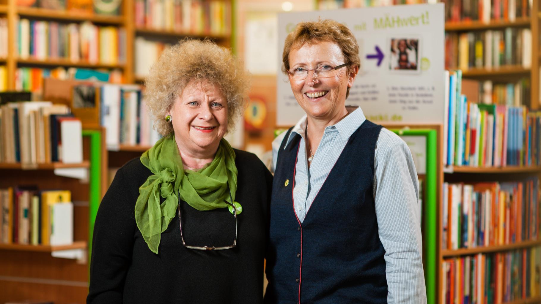 Angelica Gräfe und Brigitte Hang im Oxfam Buchshop Darmstadt