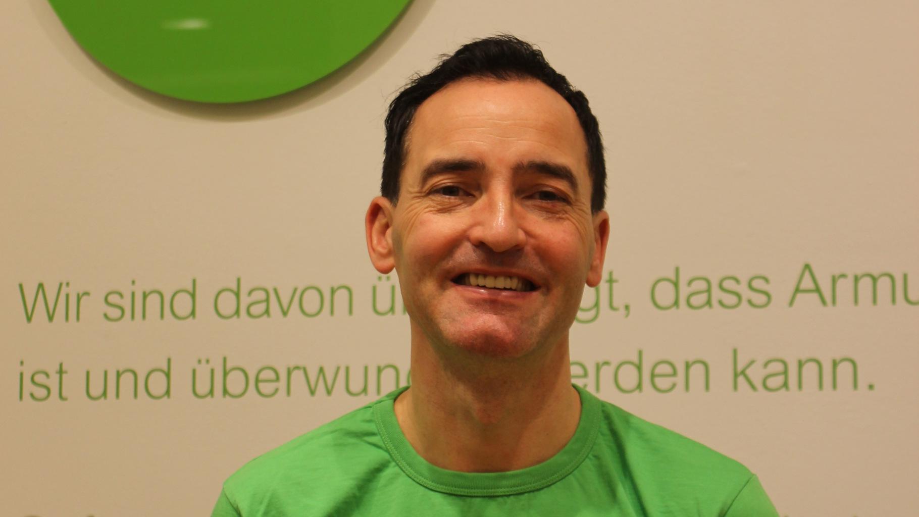 der Ehrenamtliche Frank Zaremba aus dem Oxfam Shop Leipzig