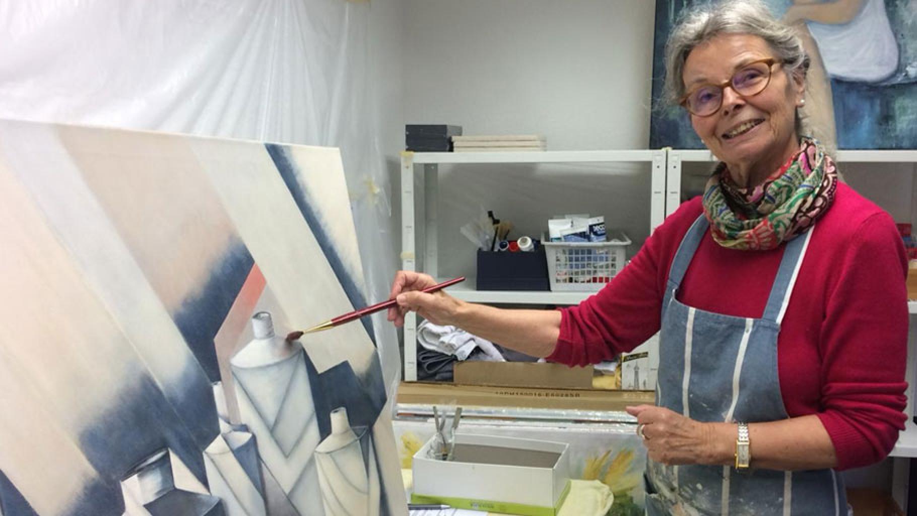 Die Künstlerin Rosemarie Salz im Oxfam Shop Bonn