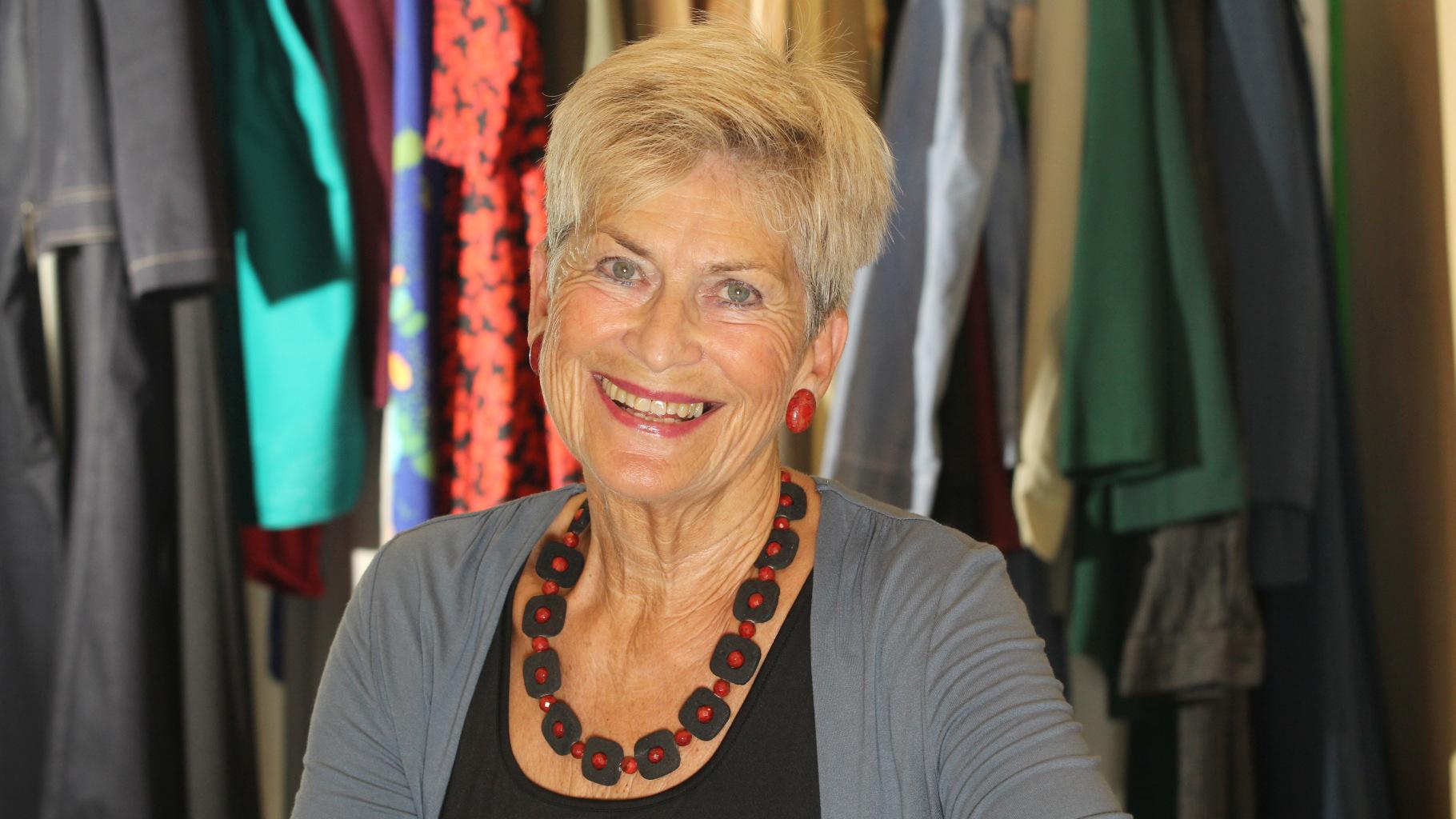 die Ehrenamtliche Edeltraut Janke aus dem Oxfam Shop Nürnberg