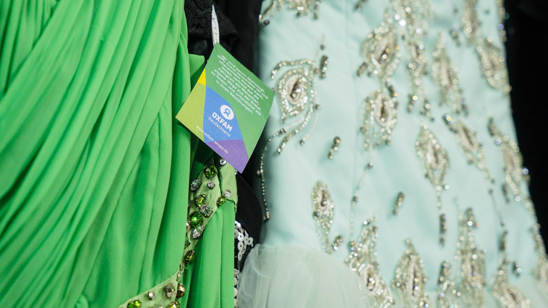 festliche Kleider im Oxfam Shop