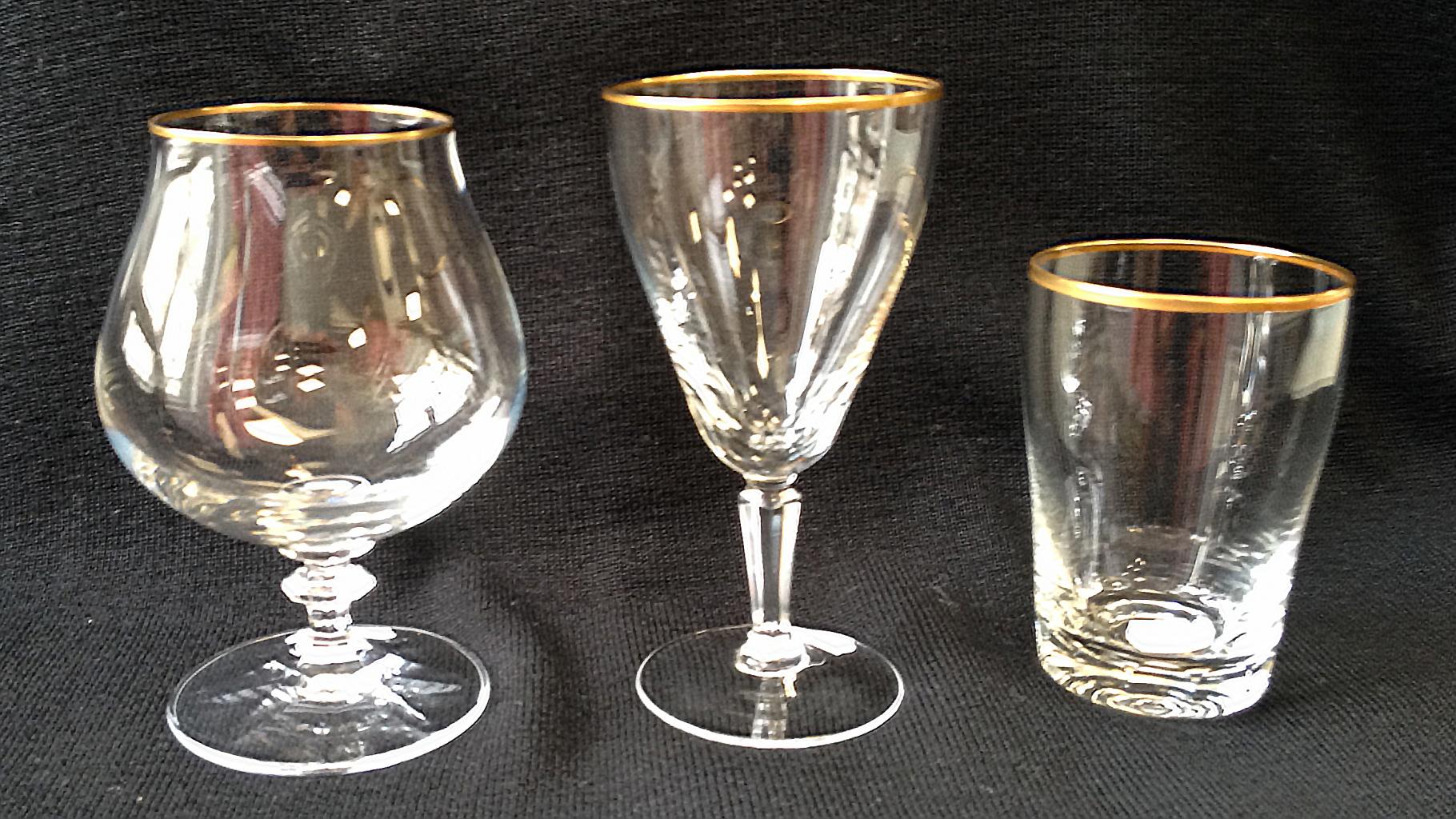 Gläser mit Goldrand