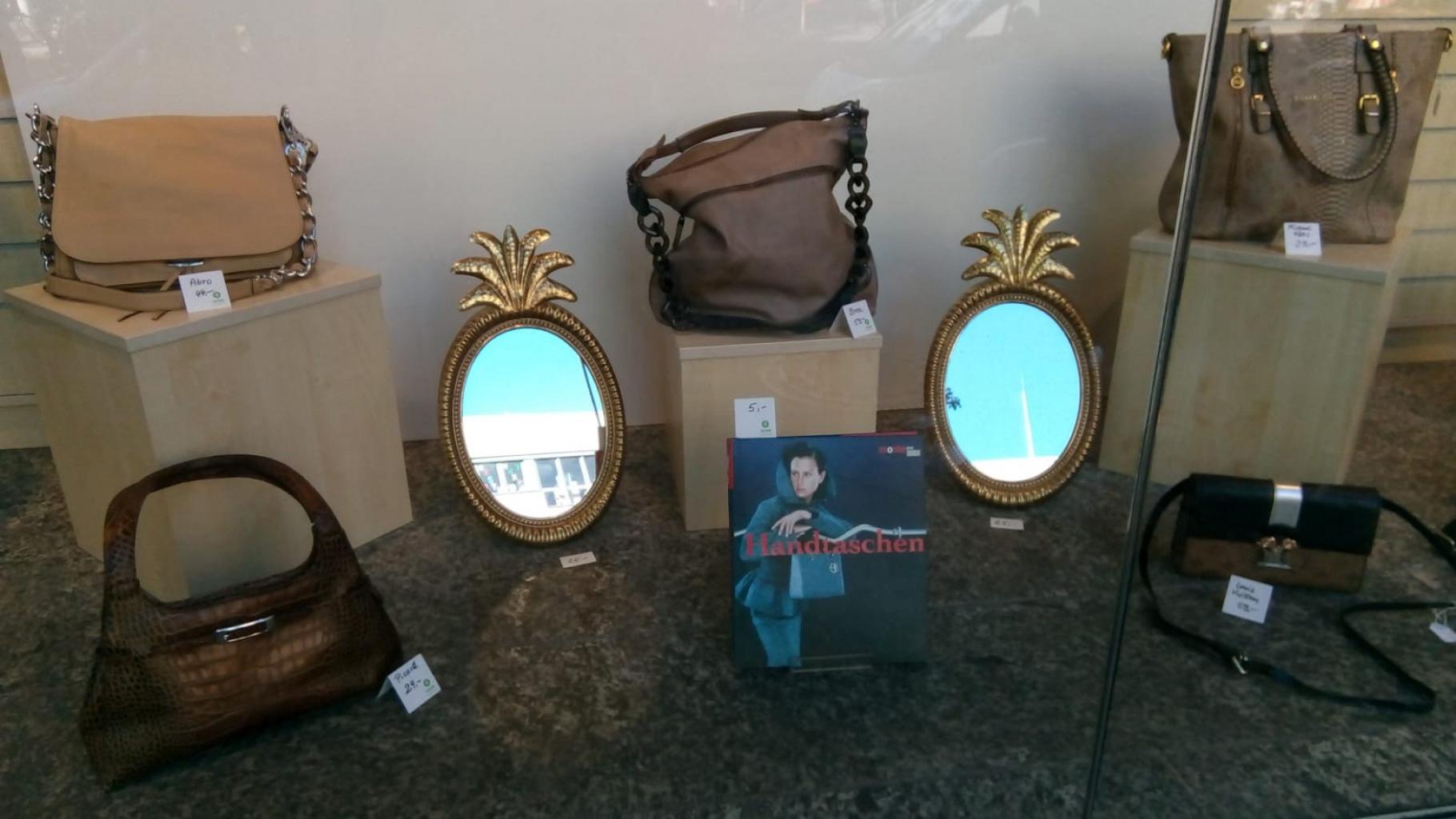 Handtaschen im Schaufenster