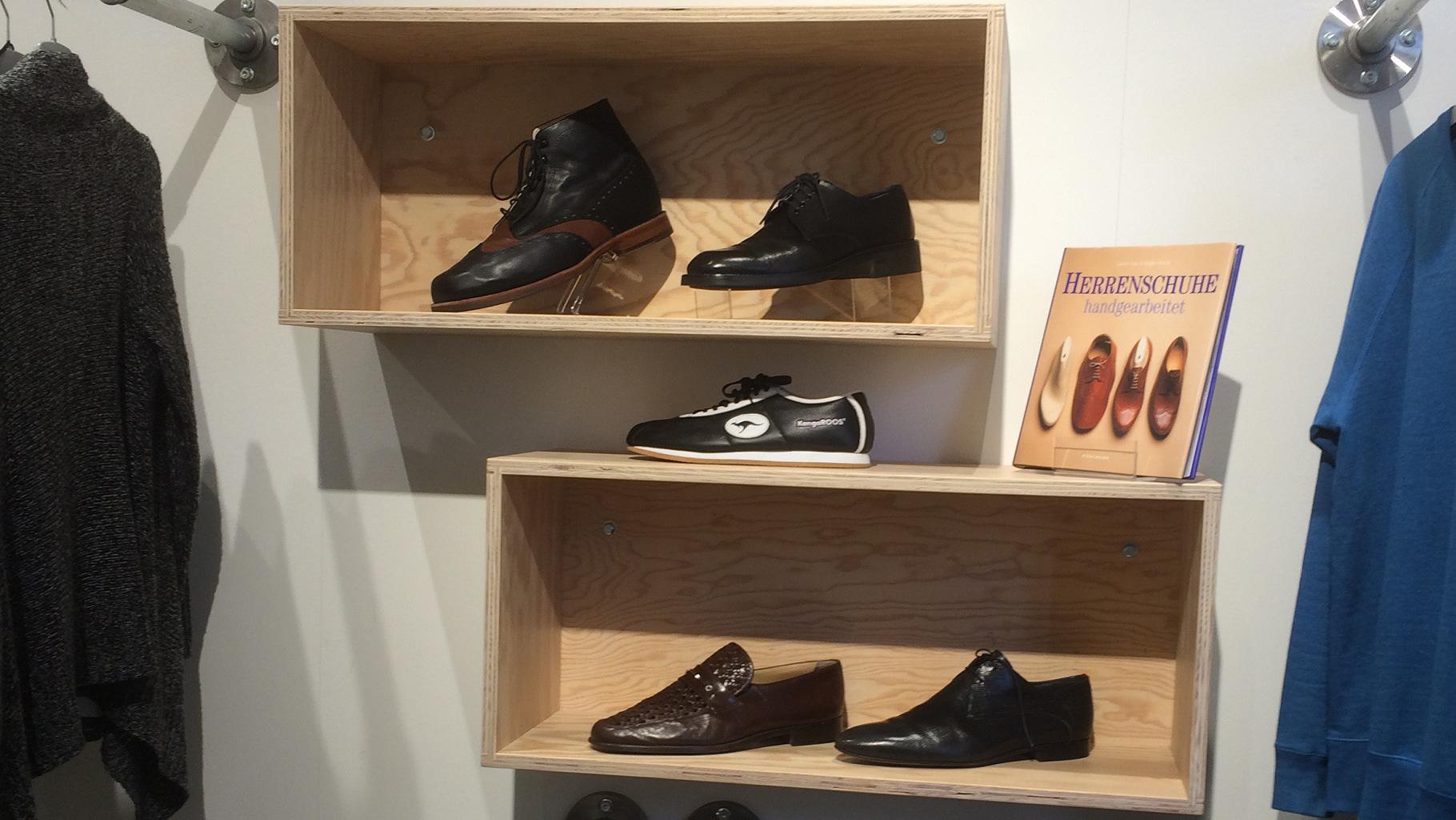 Schuhe für Herren im Oxfam Shop