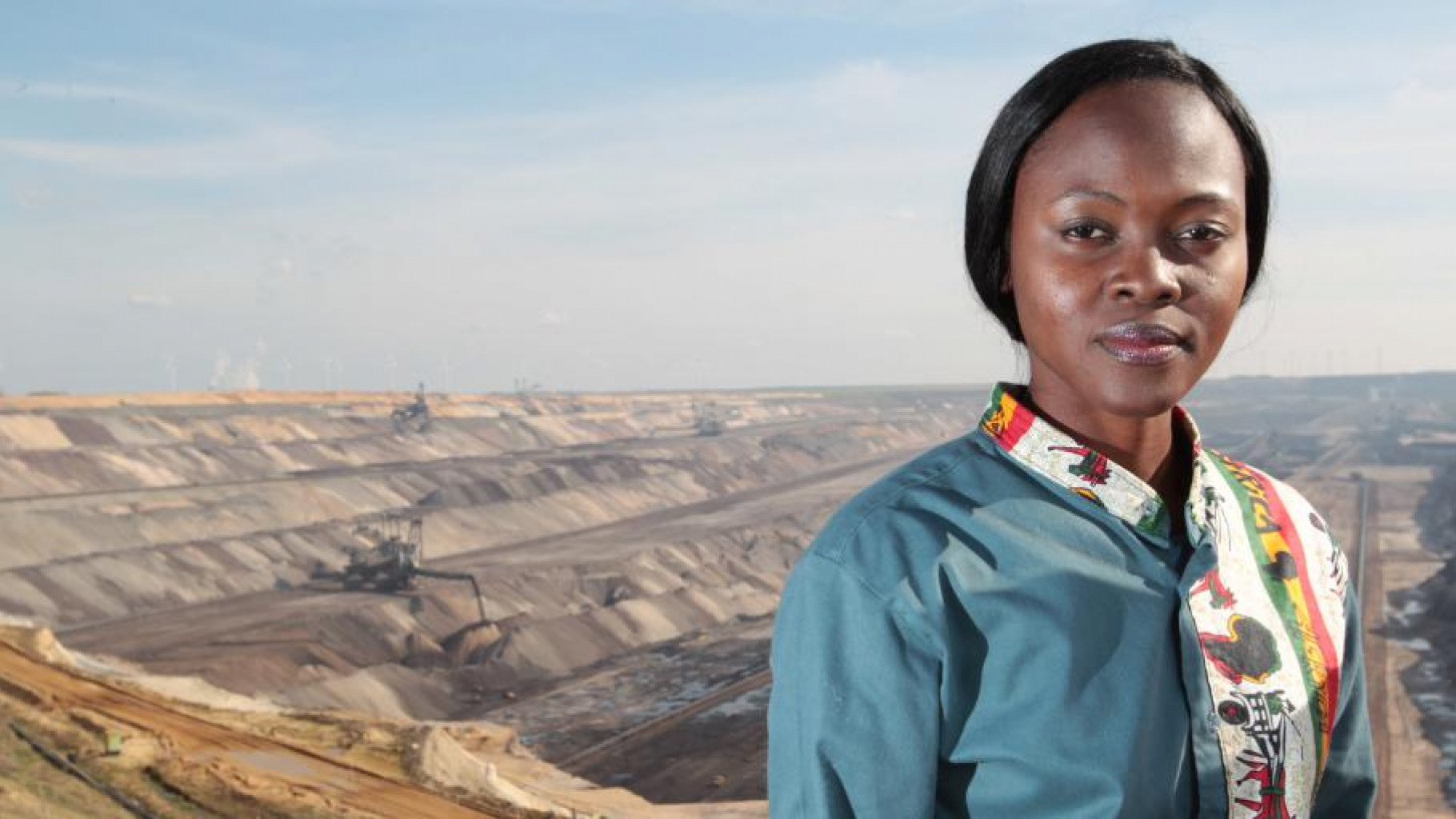 Chinma George vor dem Braunkohletagebau Garzweiler von RWE. Sie war in Deutschland unterwegs, um vor den Folgen des Klimawandels zu warnen.