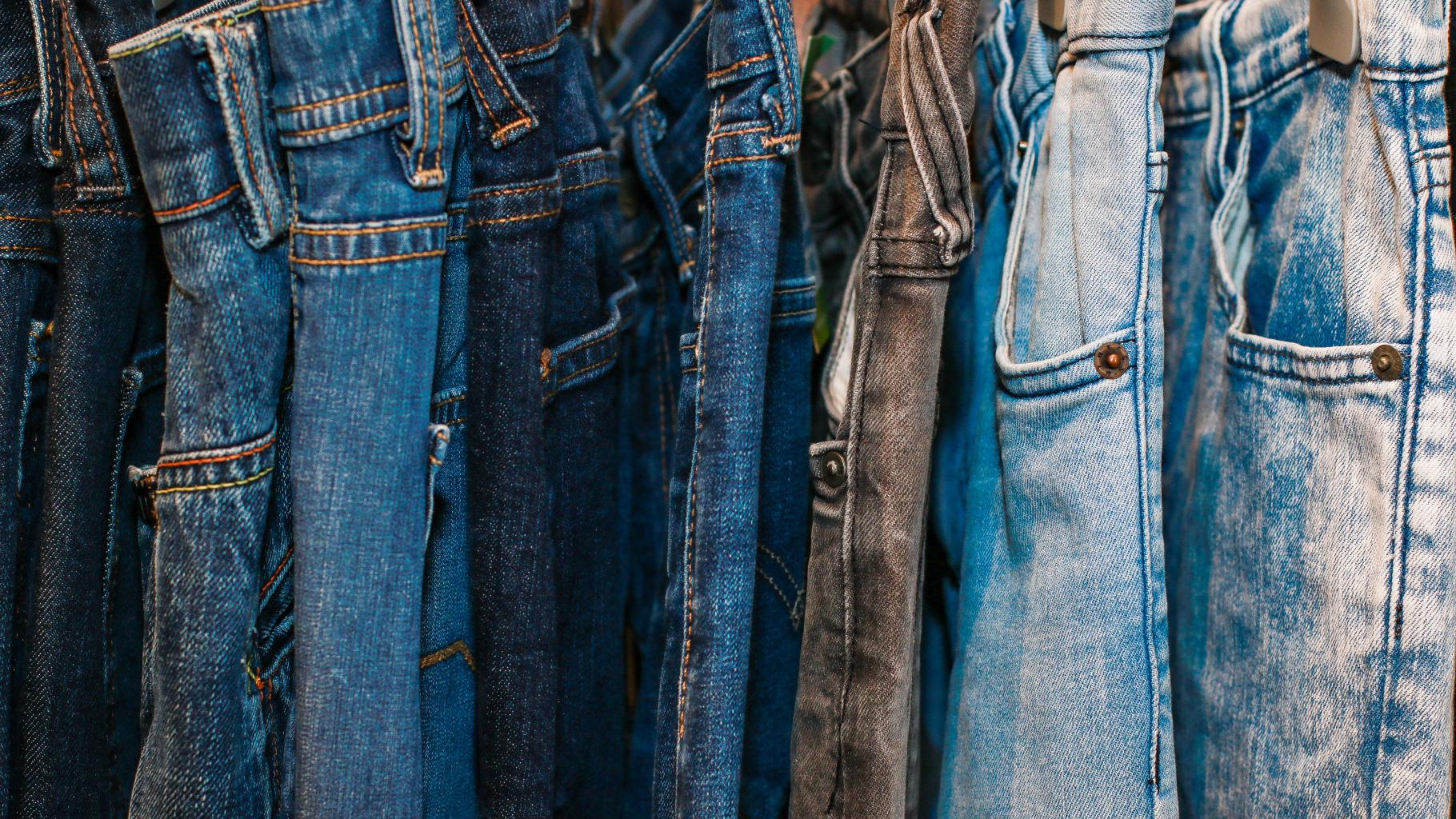 Jeans im Oxfam Shop