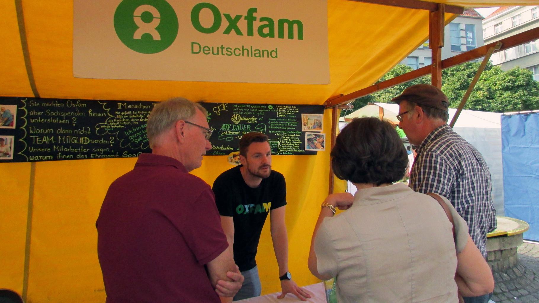 """""""Soziales Spandau"""" 2016: Oxfam-Infostand"""