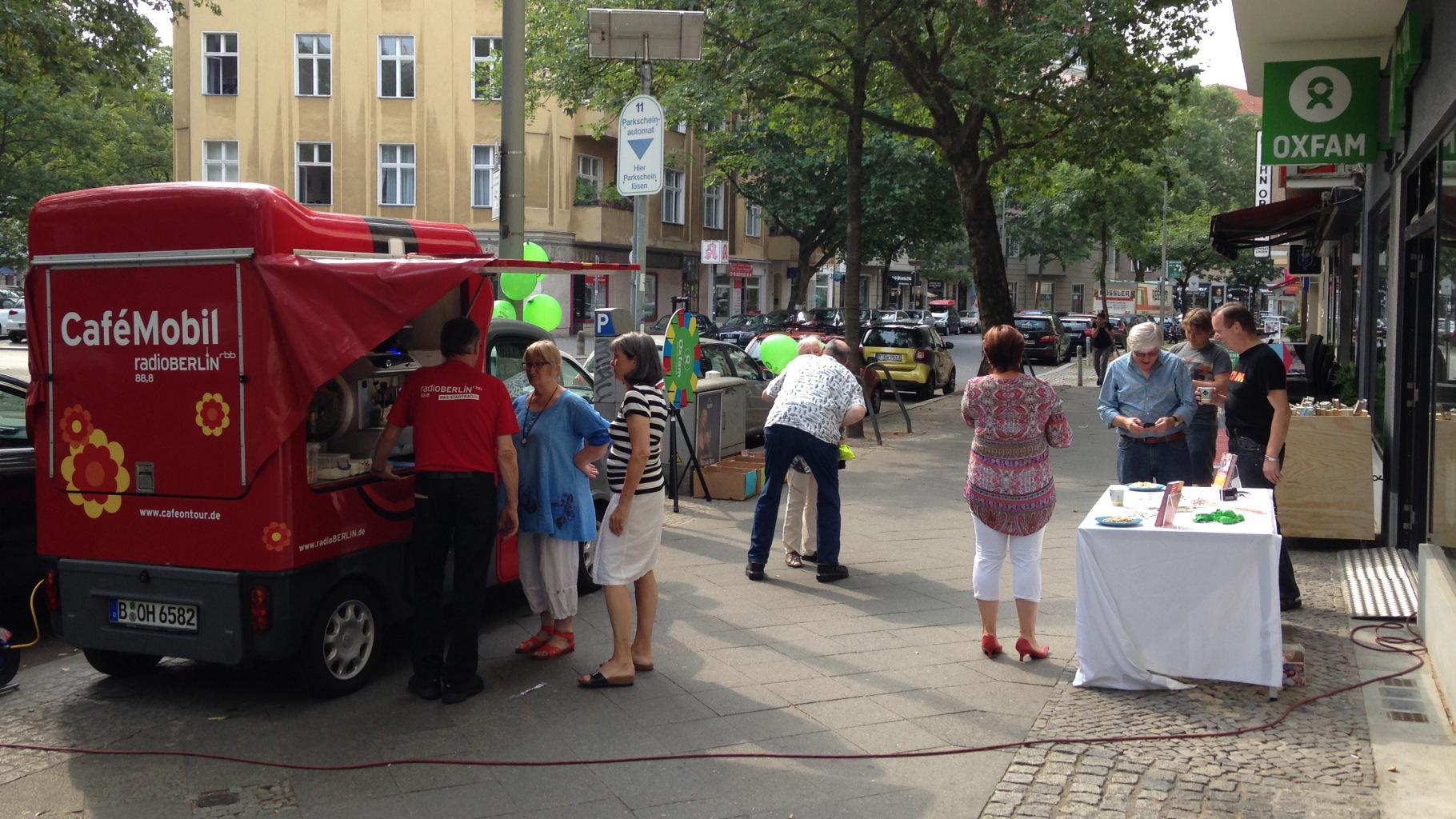 Café-Mobil von radioBERLIN 88,8 vom RBB zu Besuch im Oxfam MOVE Berlin