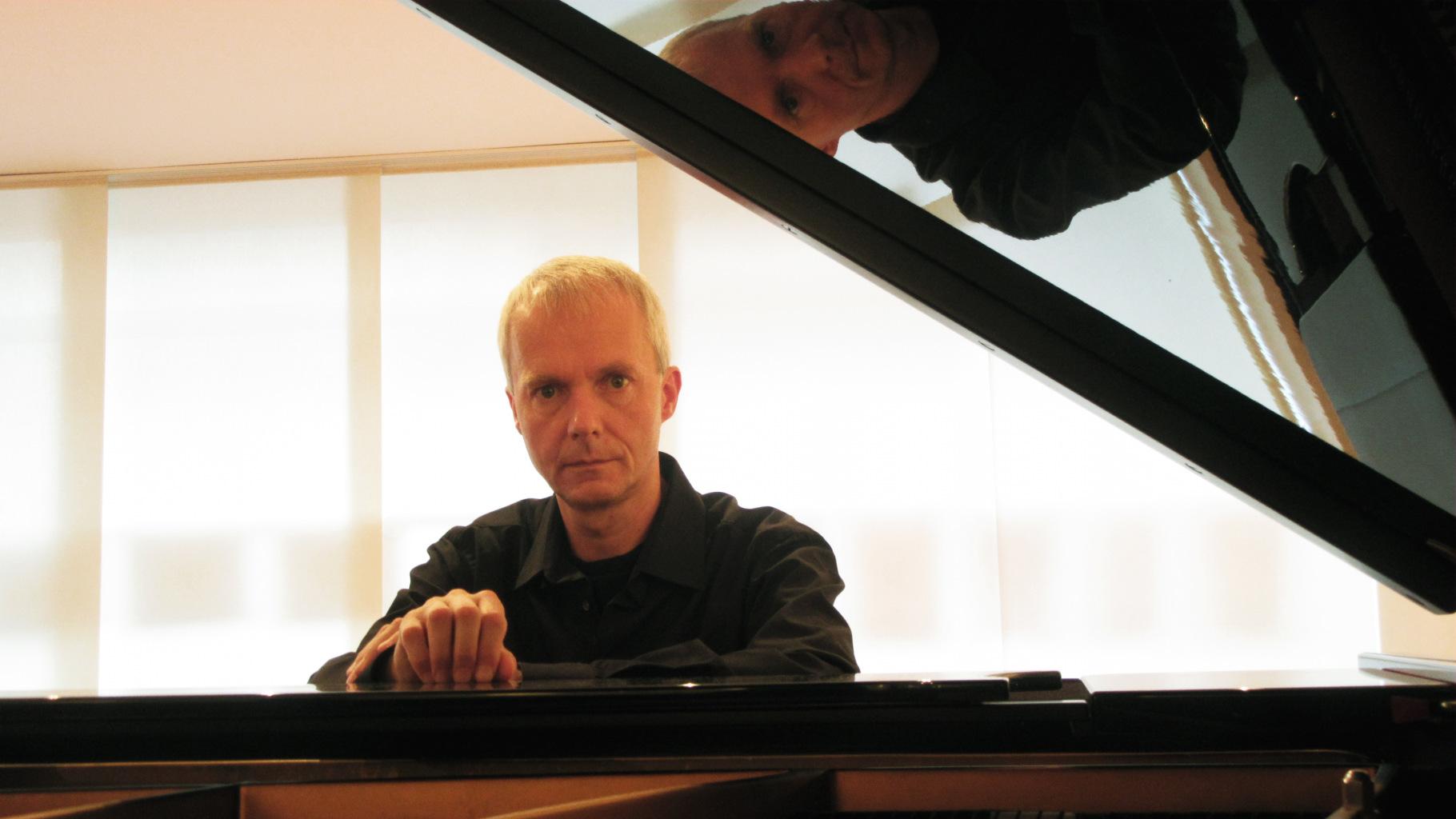 Roland Vossebrecker am Flügel