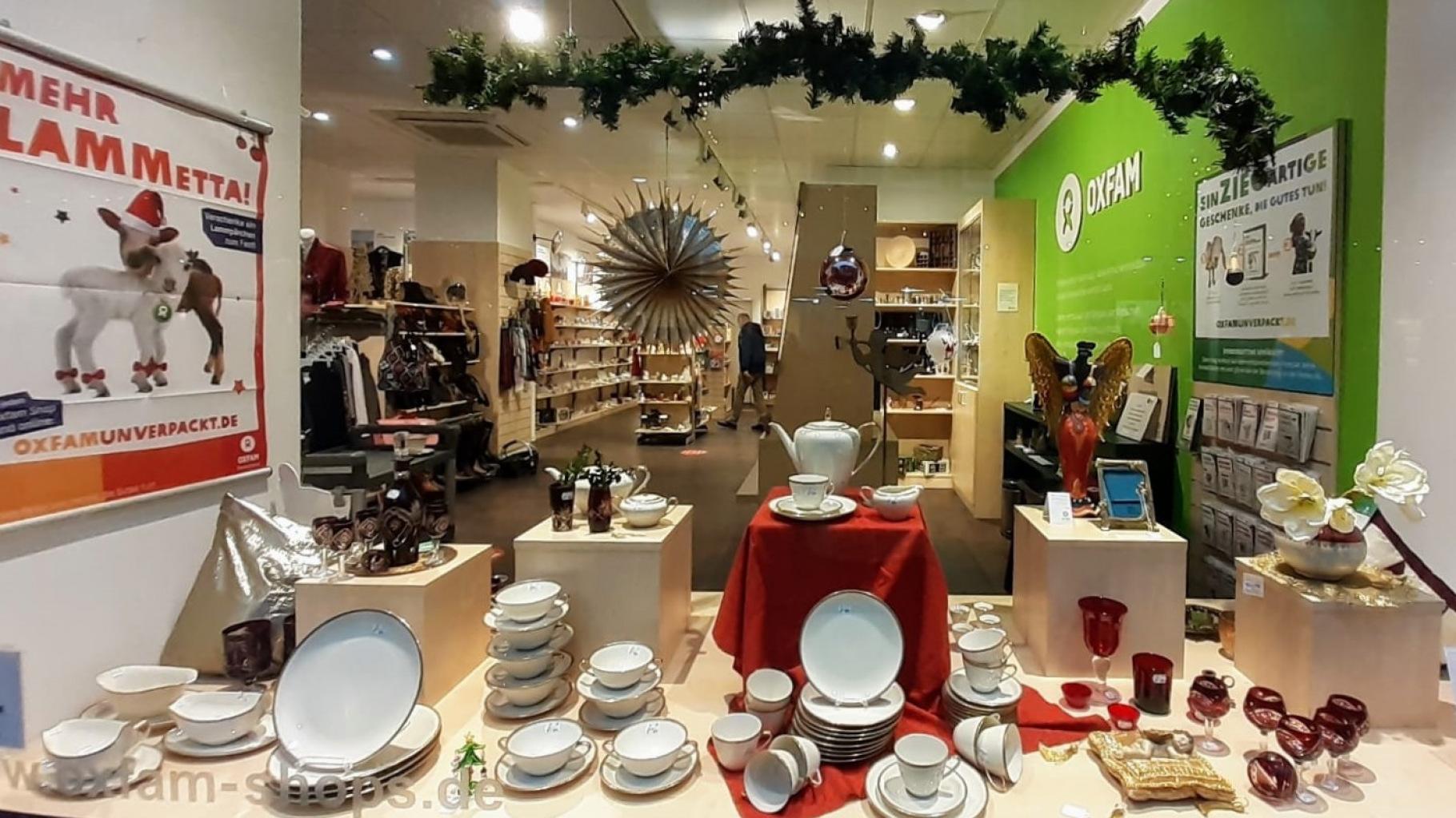weihnachtliches Schaufenster Oxfam Shop Würzburg