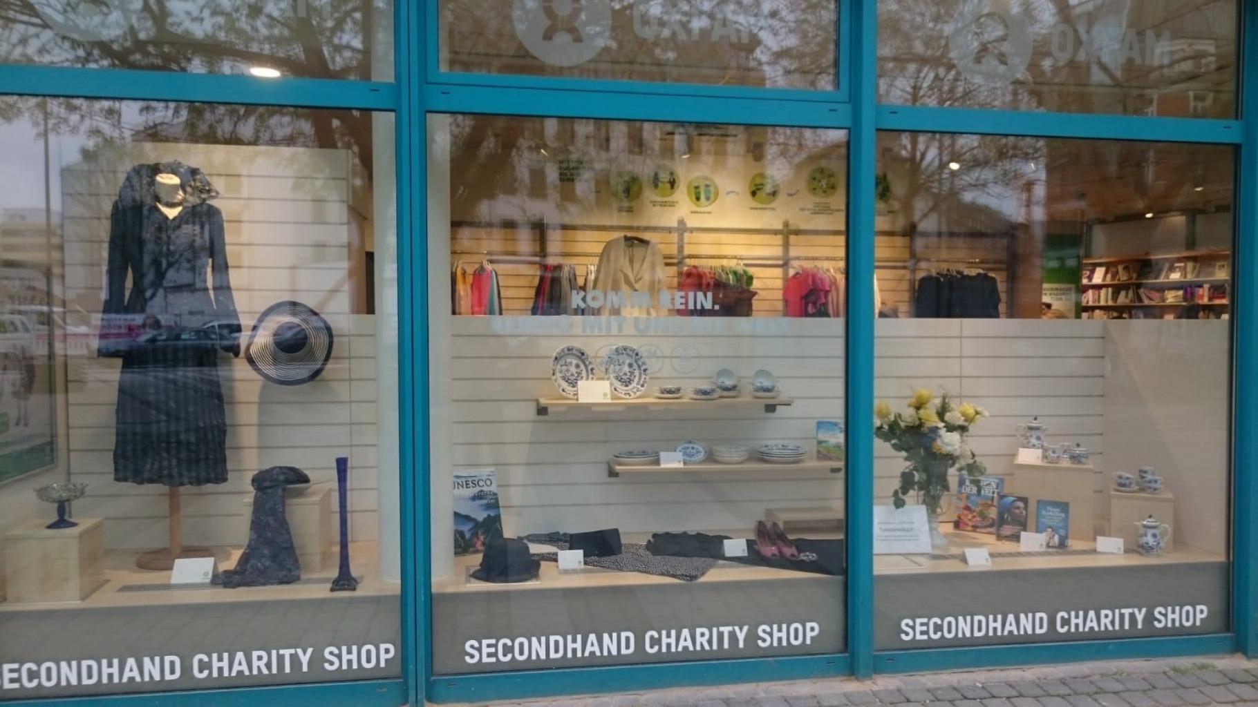 Schaufenster des Oxfam Shops Köln-Neustadt