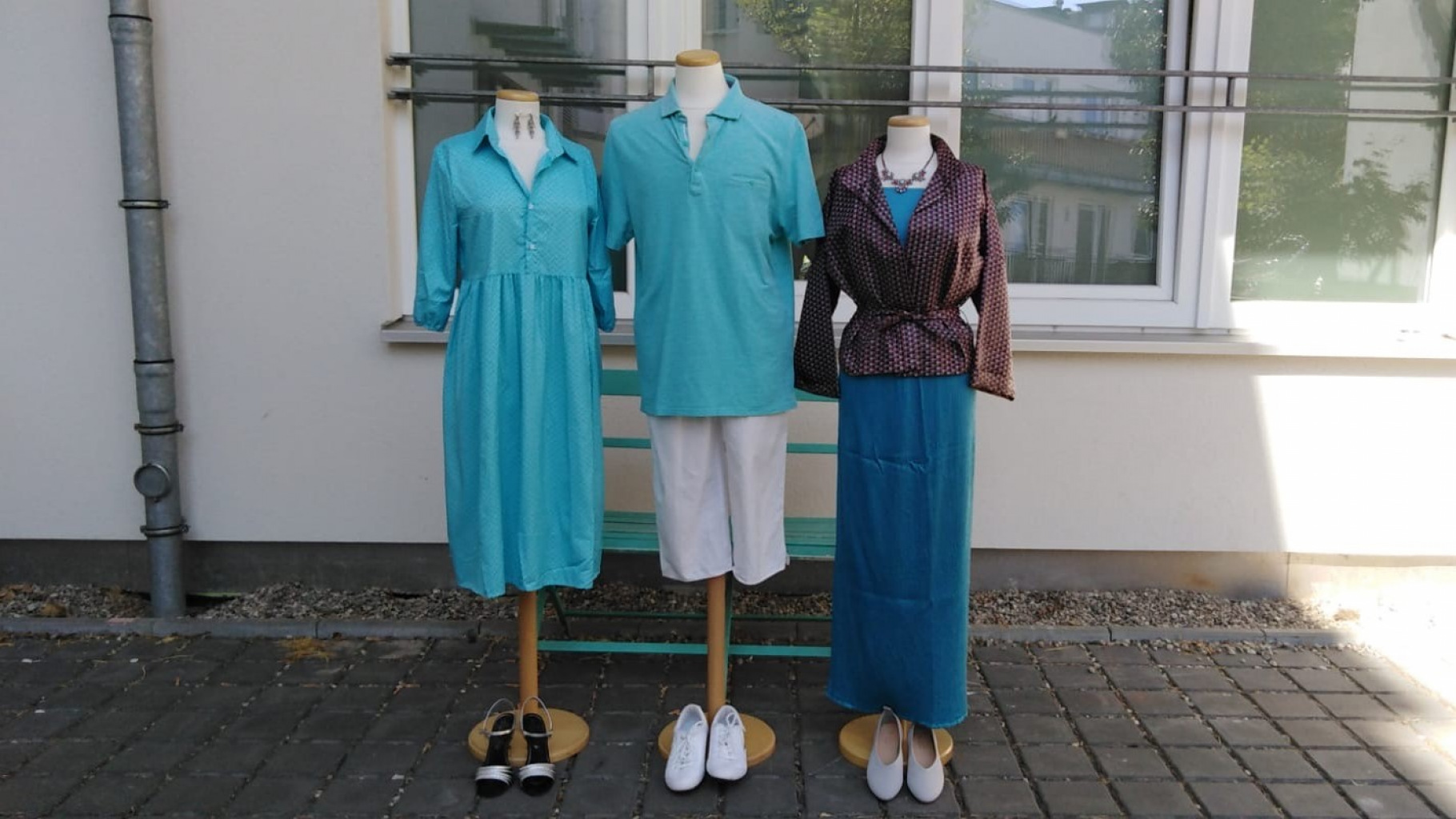 Sommermode aus dem Schaufenster im Oxfam Shop