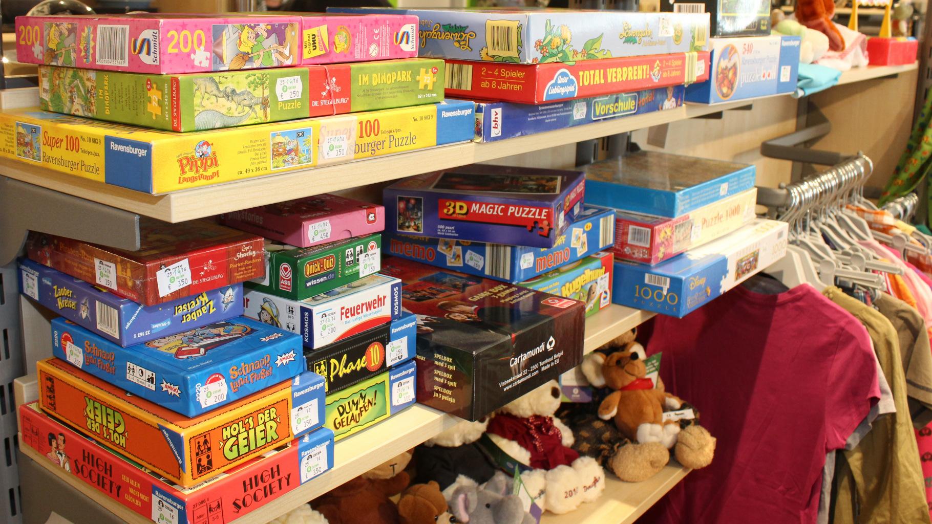 Spiele im Oxfam Shop