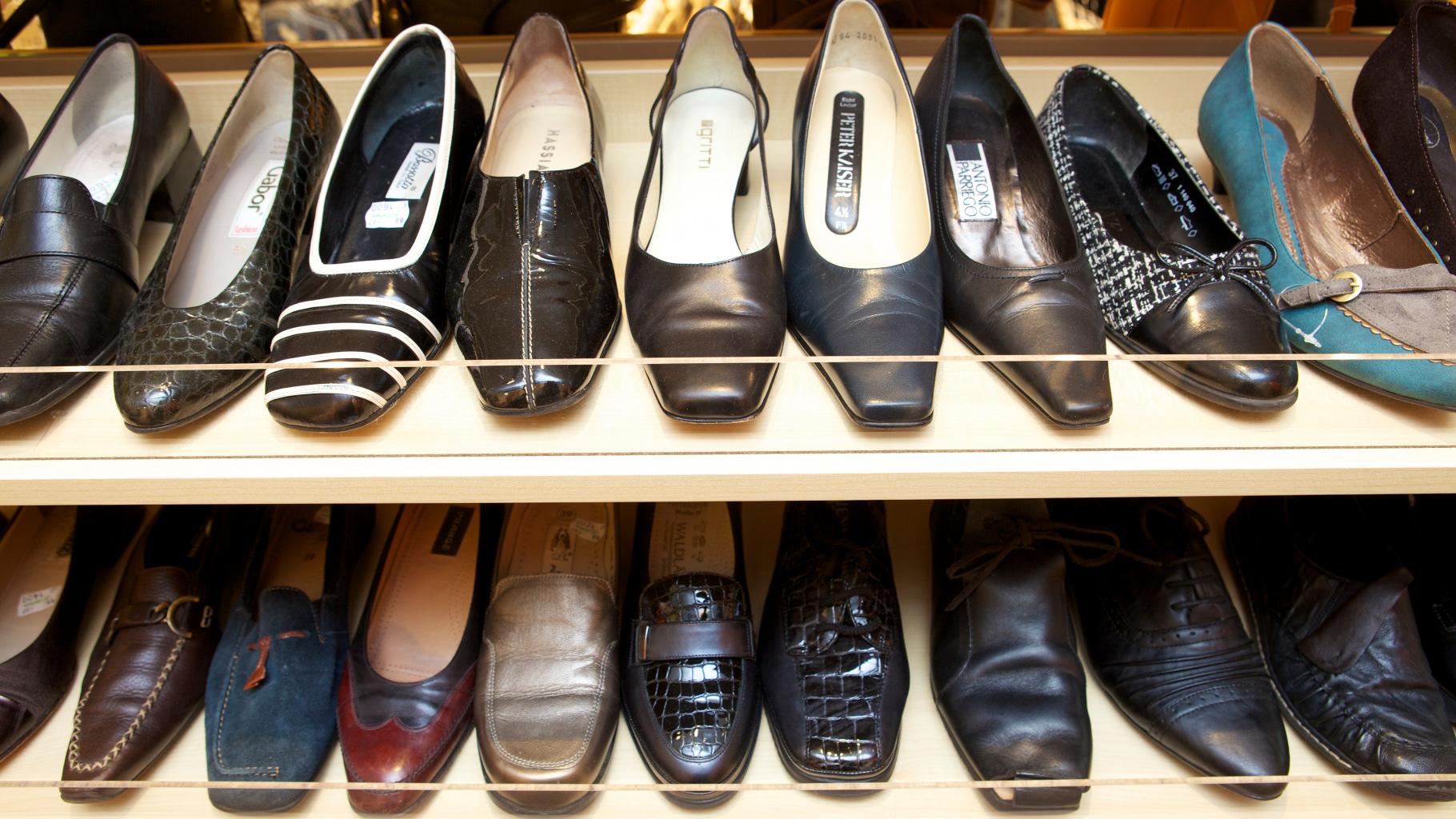 Schuhe im Oxfam Shop
