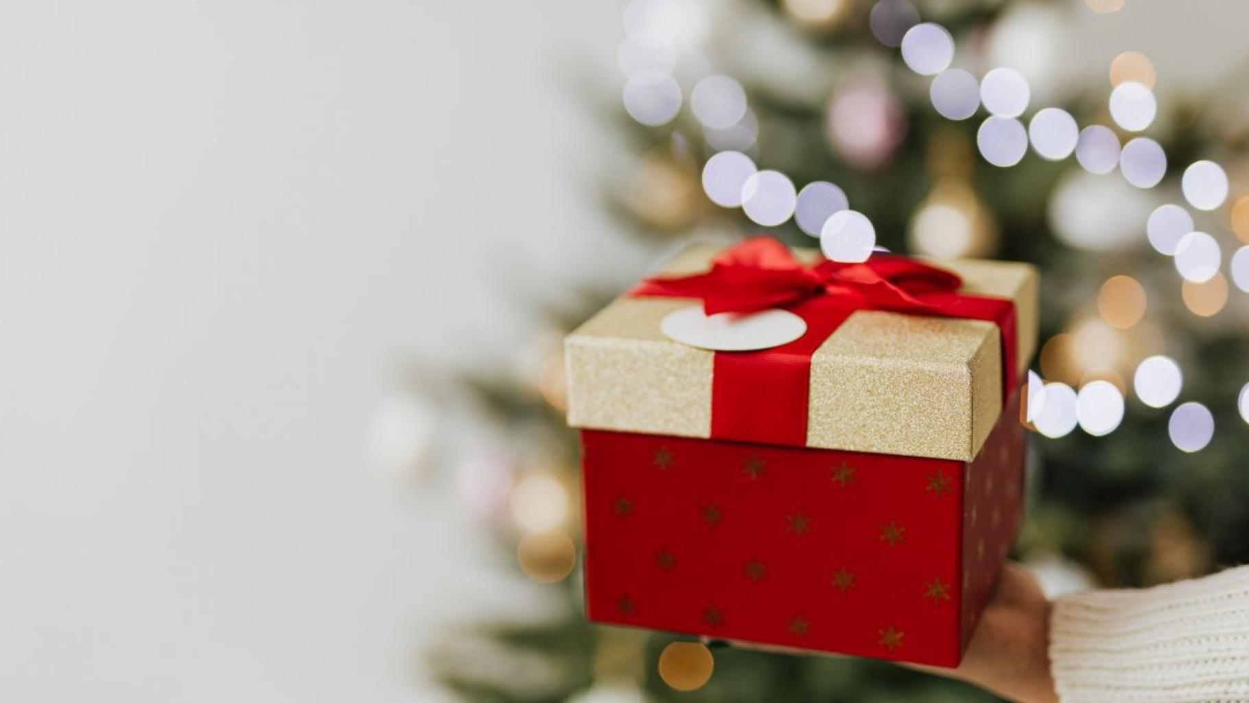 Ungeliebte Weihnachtsgeschenke im Oxfam Shop spenden