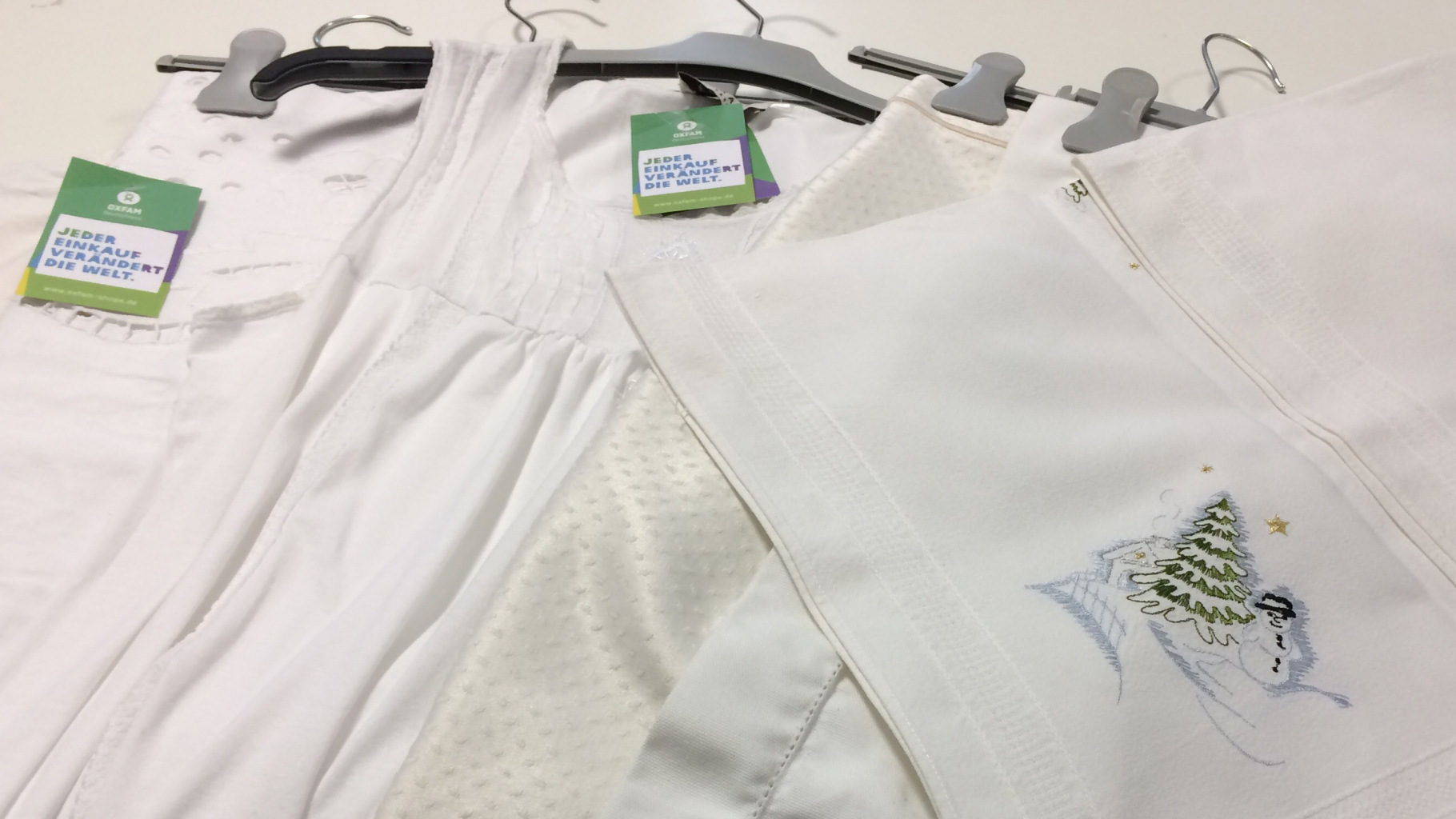 Weißwäsche im Oxfam Shop