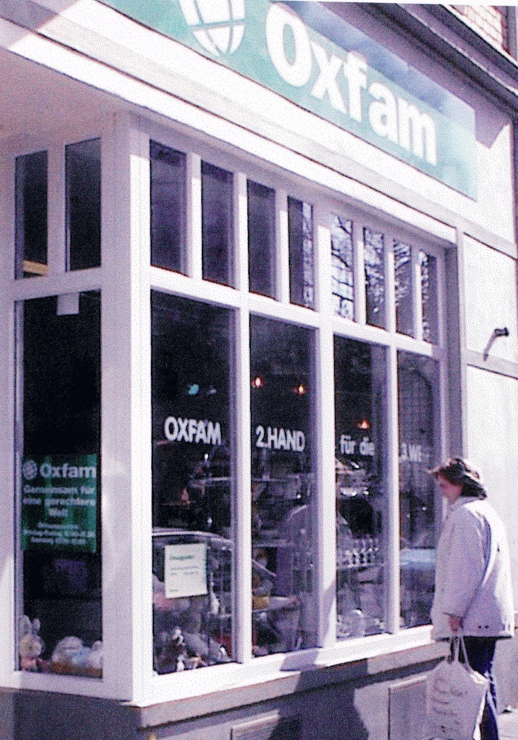 Außenaufnahme vom Oxfam Shop in Bonn in den Achtziger Jahren
