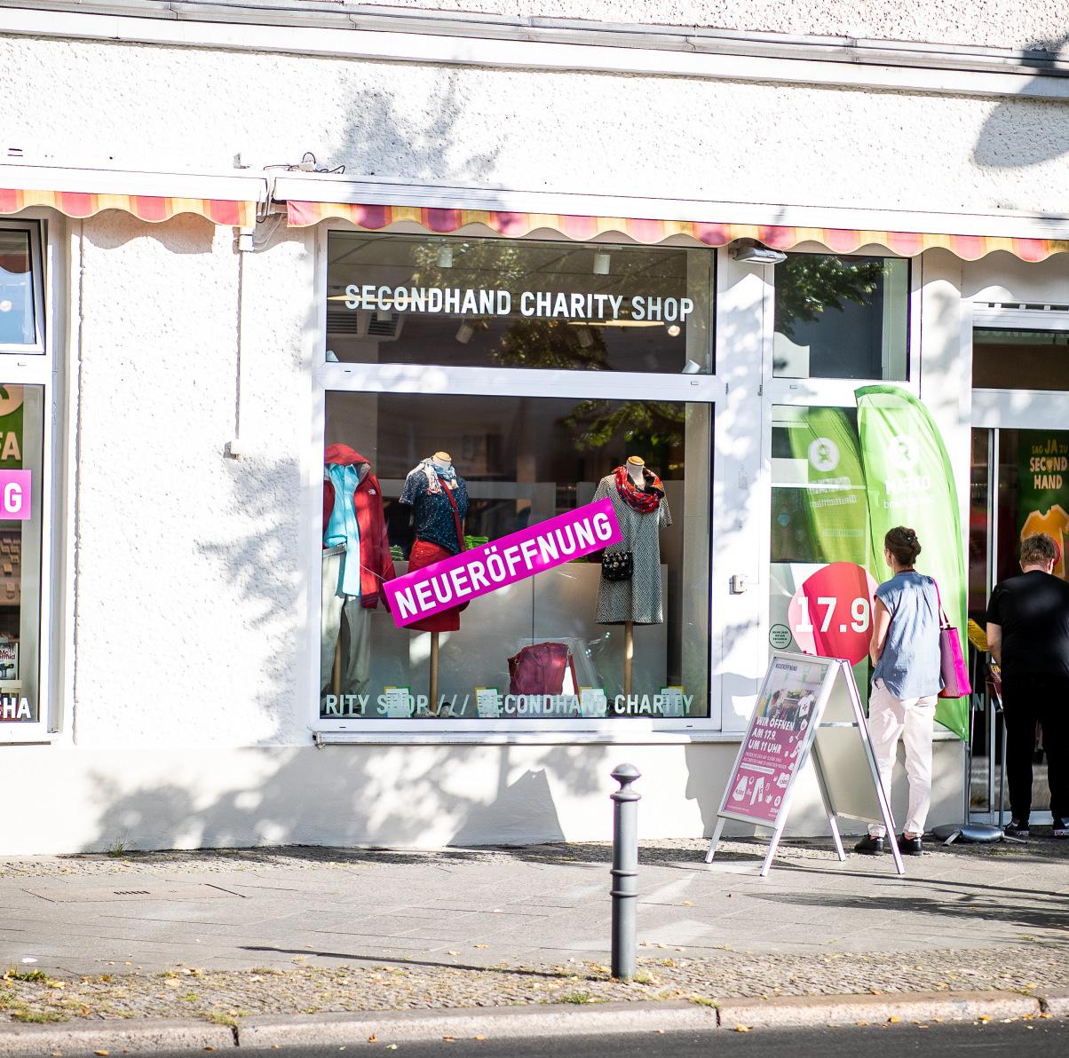 Oxfam Shop Berlin-Weißensee - Außenaufnahme bei Neueröffnung